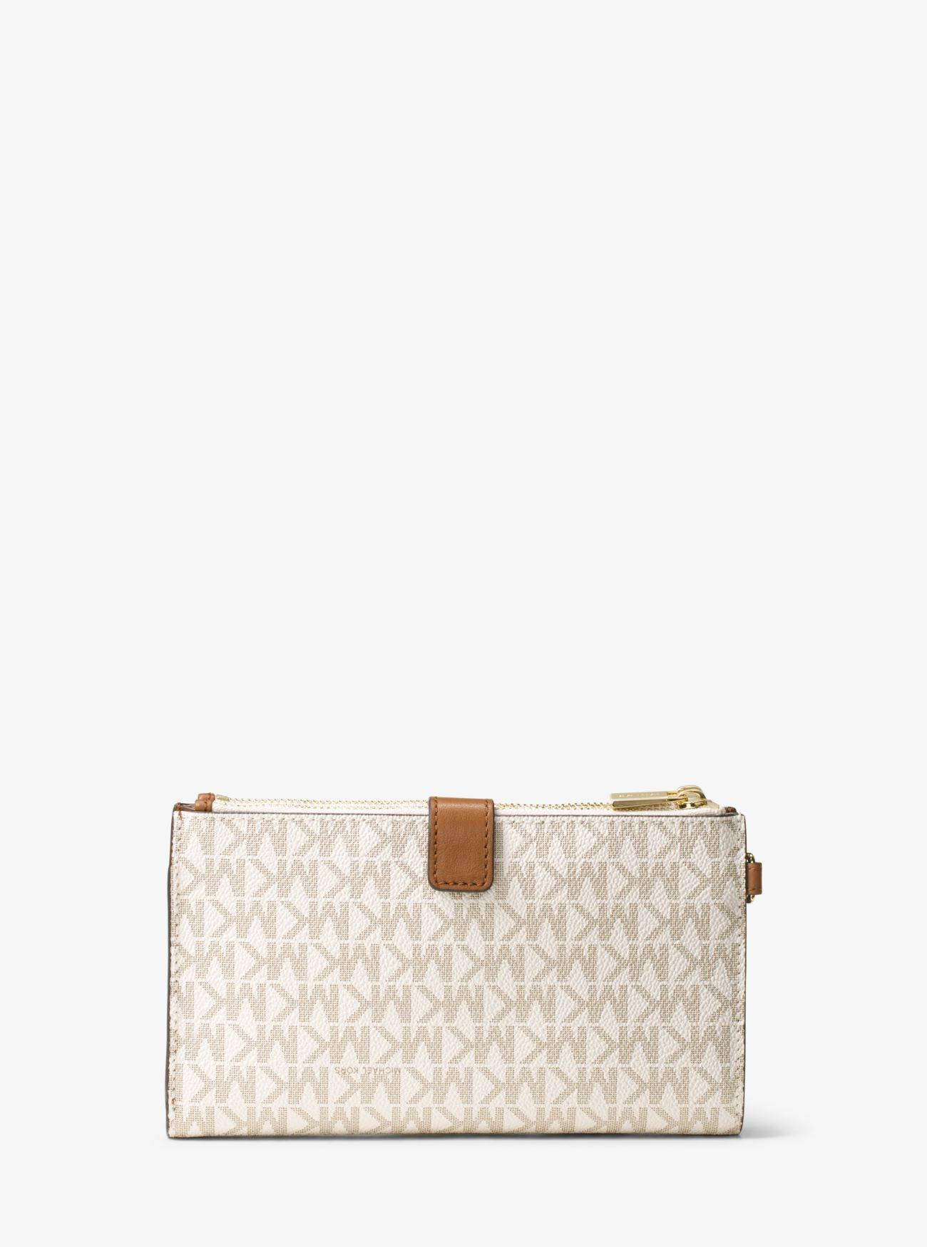 b6f2df98dcf6 Gallery. Previously sold at: Michael Kors · Women's Wristlets