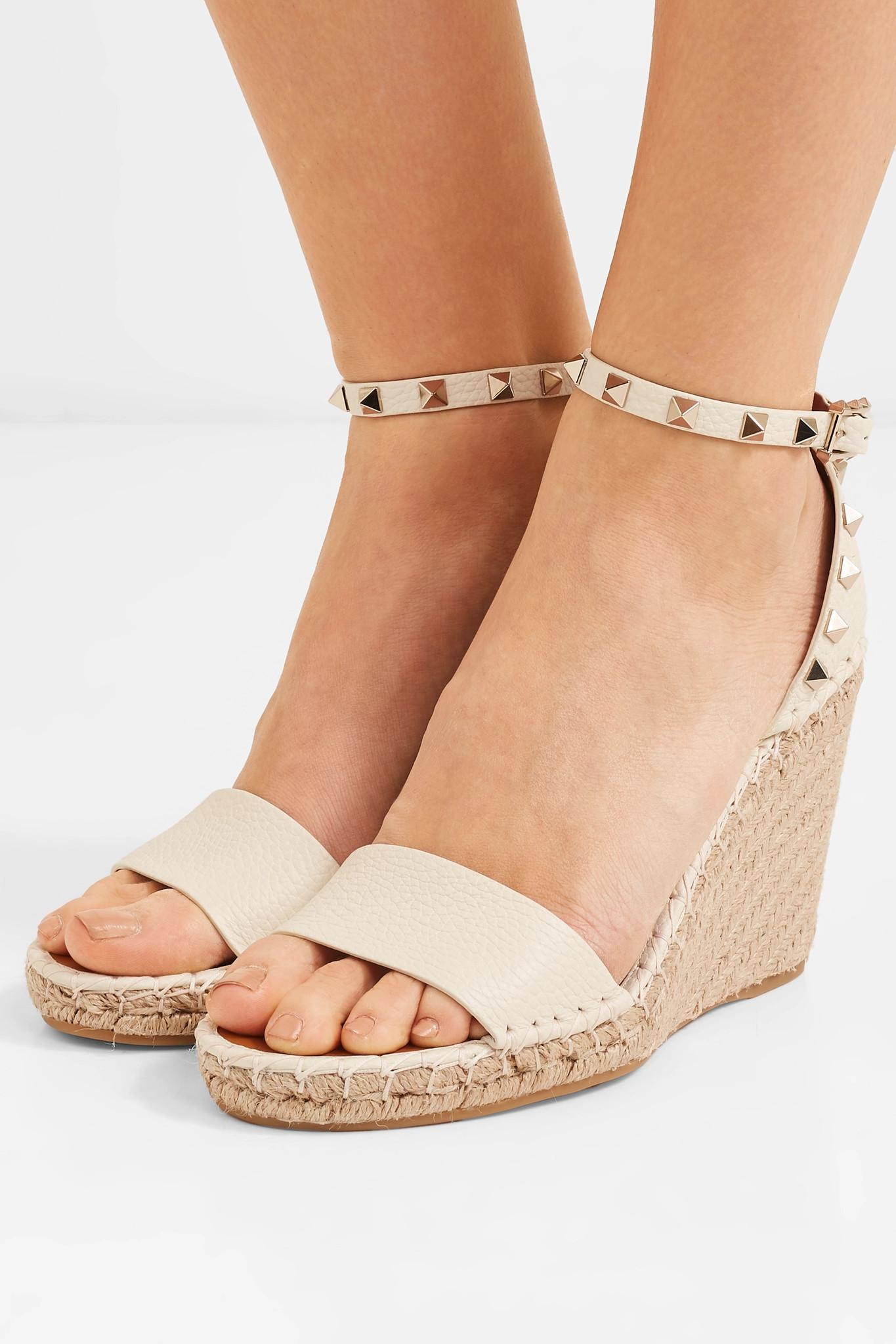 3aa3392c5a3 Valentino - Natural Garavani The Rockstud 105 Textured-leather Espadrille  Wedge Sandals - Lyst. View fullscreen