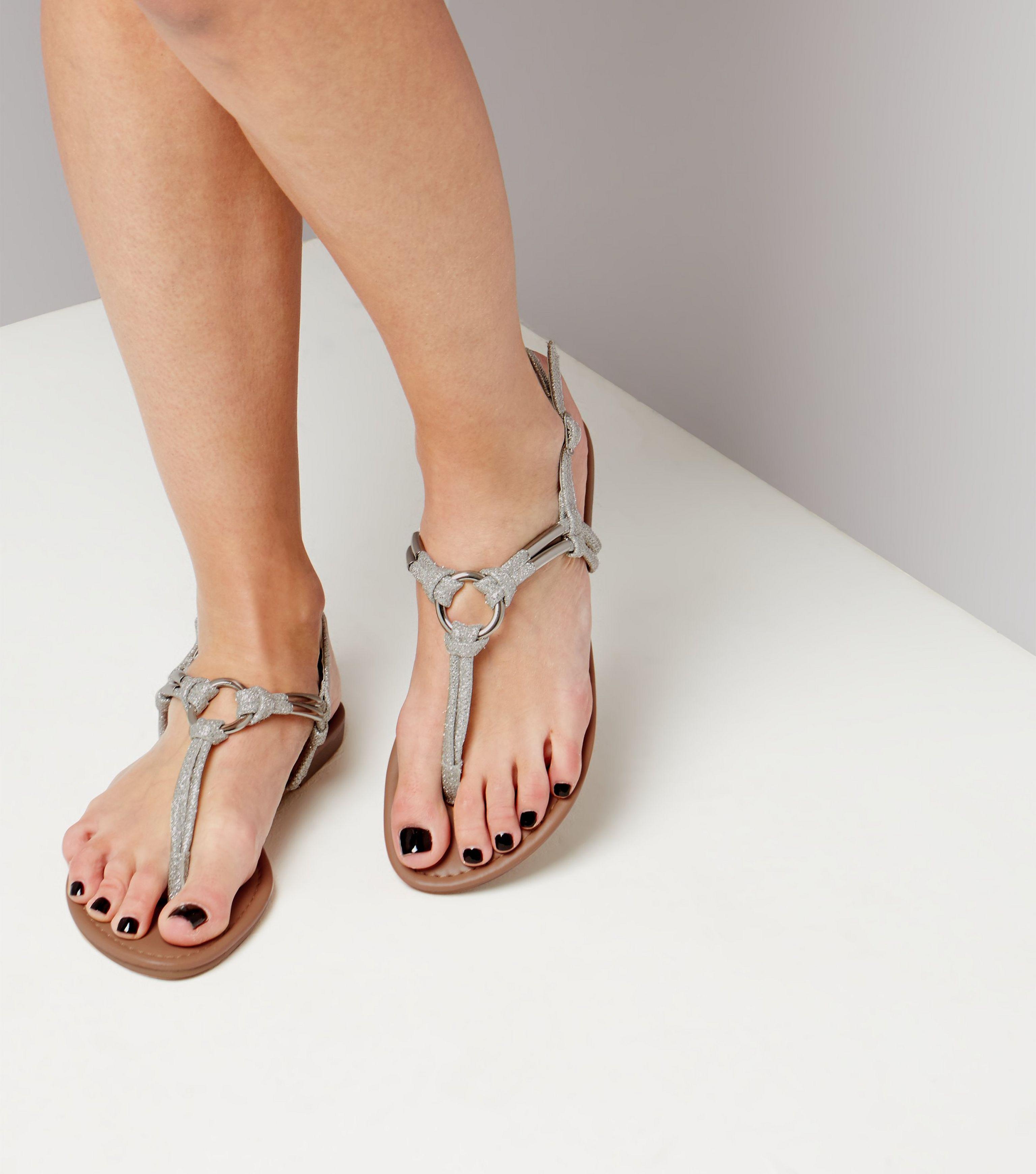 d641d6b4e3cd New Look Silver Glitter Metal Ring Toe Post Sandals in Metallic - Lyst