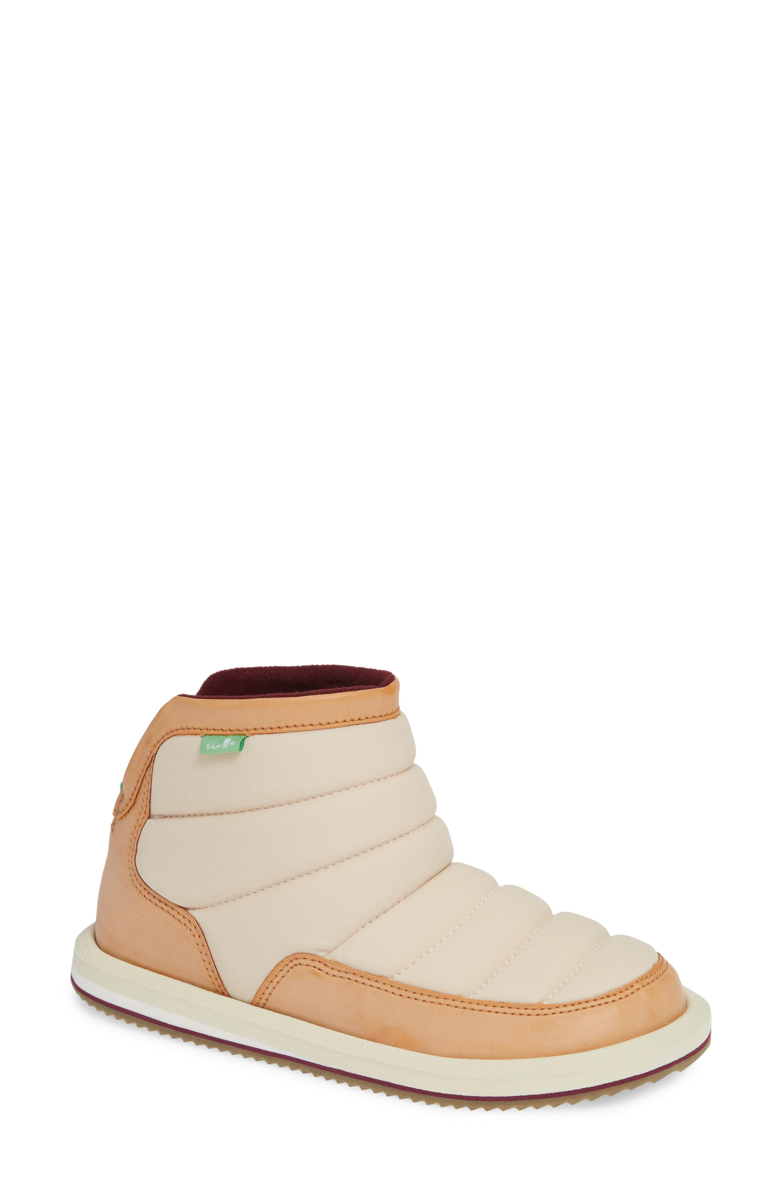 13a544702546 Lyst - Sanuk Puff N Chill Boot in White