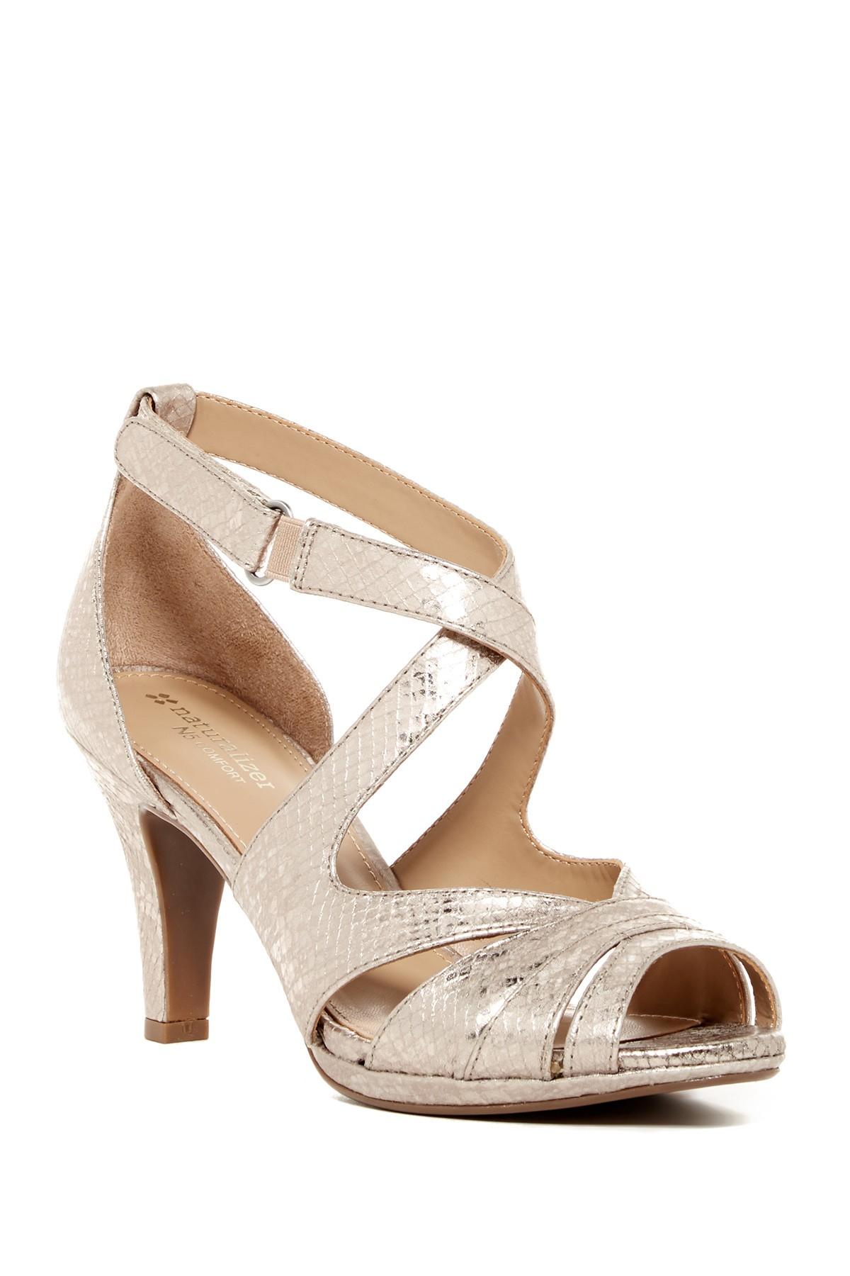 Trotters Women S Lark Pumps Shoes