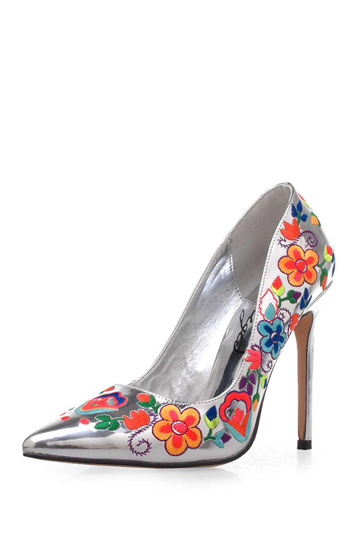 Privileged Camellia Floral Embroidered Pump MYomCS