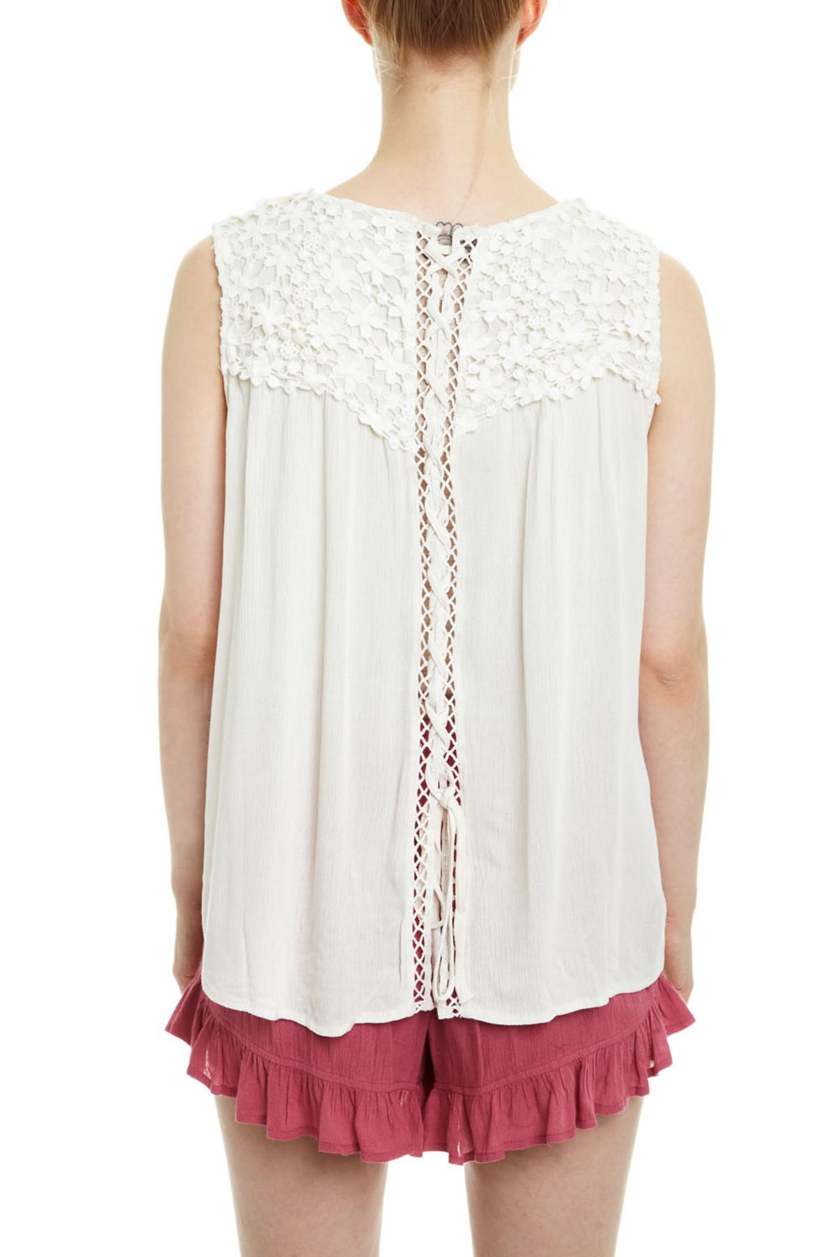 df1ac5a481 Lyst - Romeo and Juliet Couture Floral Crochet Lace-up Back Tank Top ...