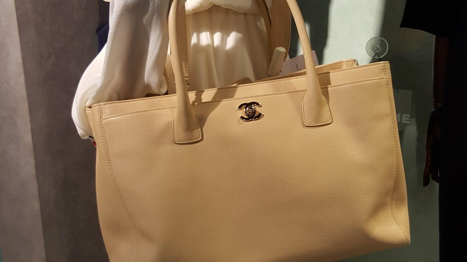 61b14a708239a4 Chanel Executive Cerf Tote Bag - A15206 in Natural - Lyst