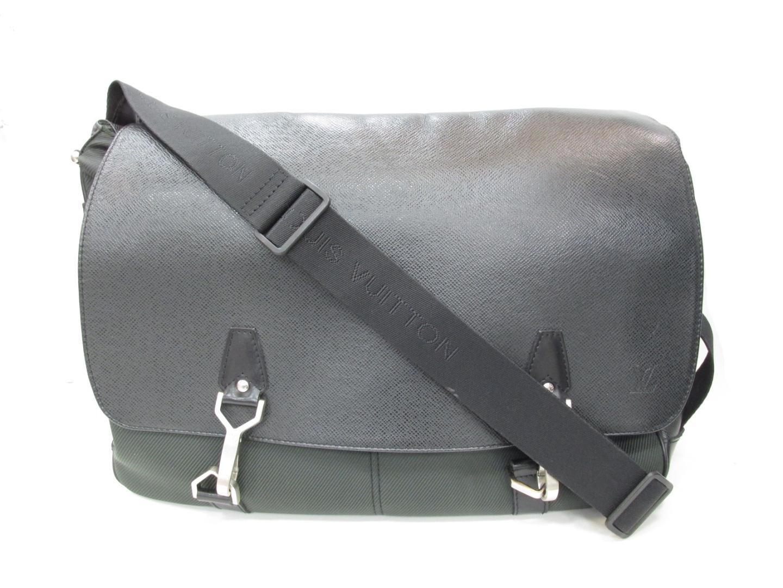 0c33d0dcf Lyst - Louis Vuitton Authentic Dersus Shoulder Bag Taiga Leather ...