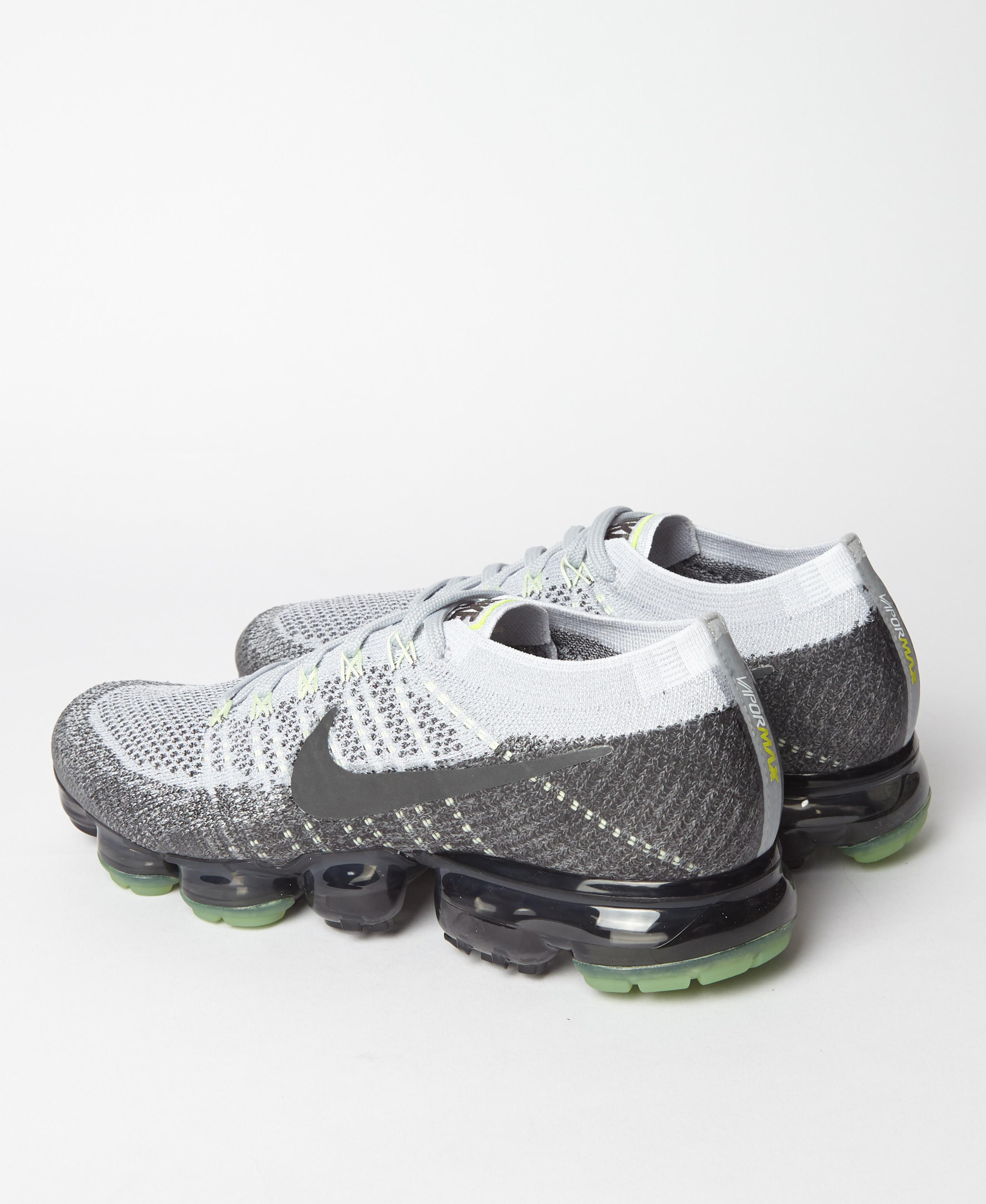 aa97fa40c045b Nike Air Vapormax Flyknit Heritage Pack Neon in Gray for Men - Lyst