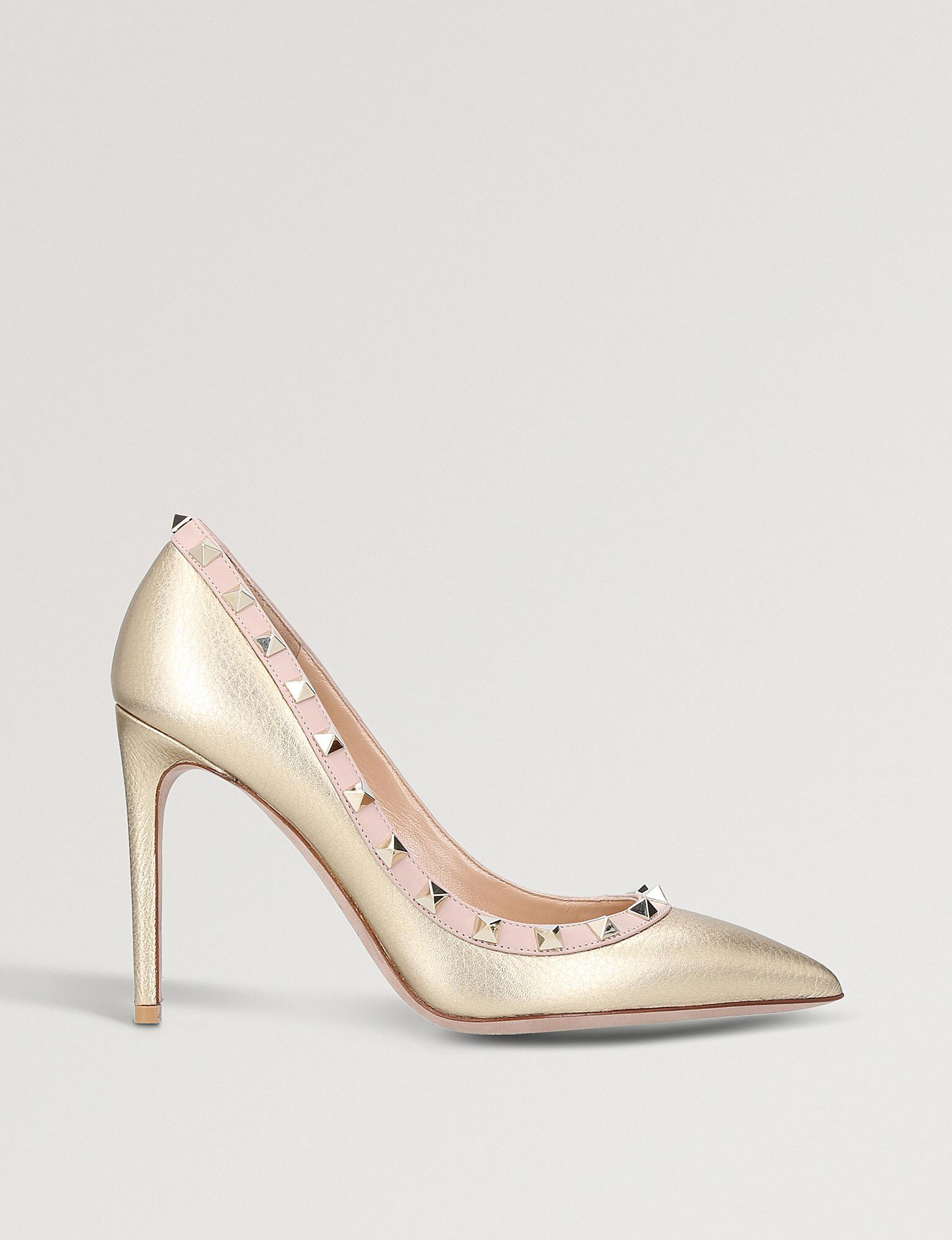 dd93d3e8bb9 Lyst - Valentino Rockstud 100 Metallic-leather Courts in Pink