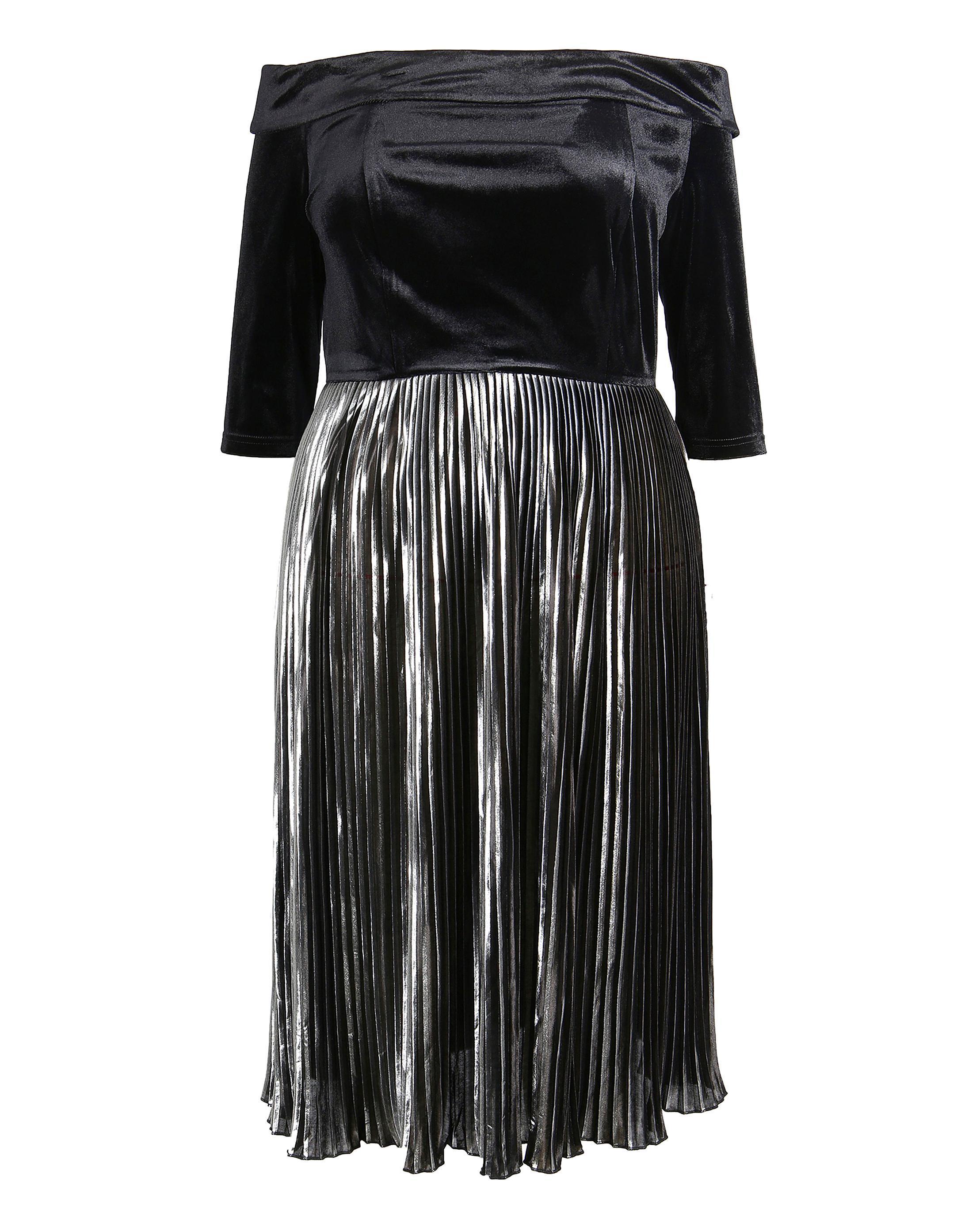 8574578a8de Off The Shoulder Dress Pleated Skirt