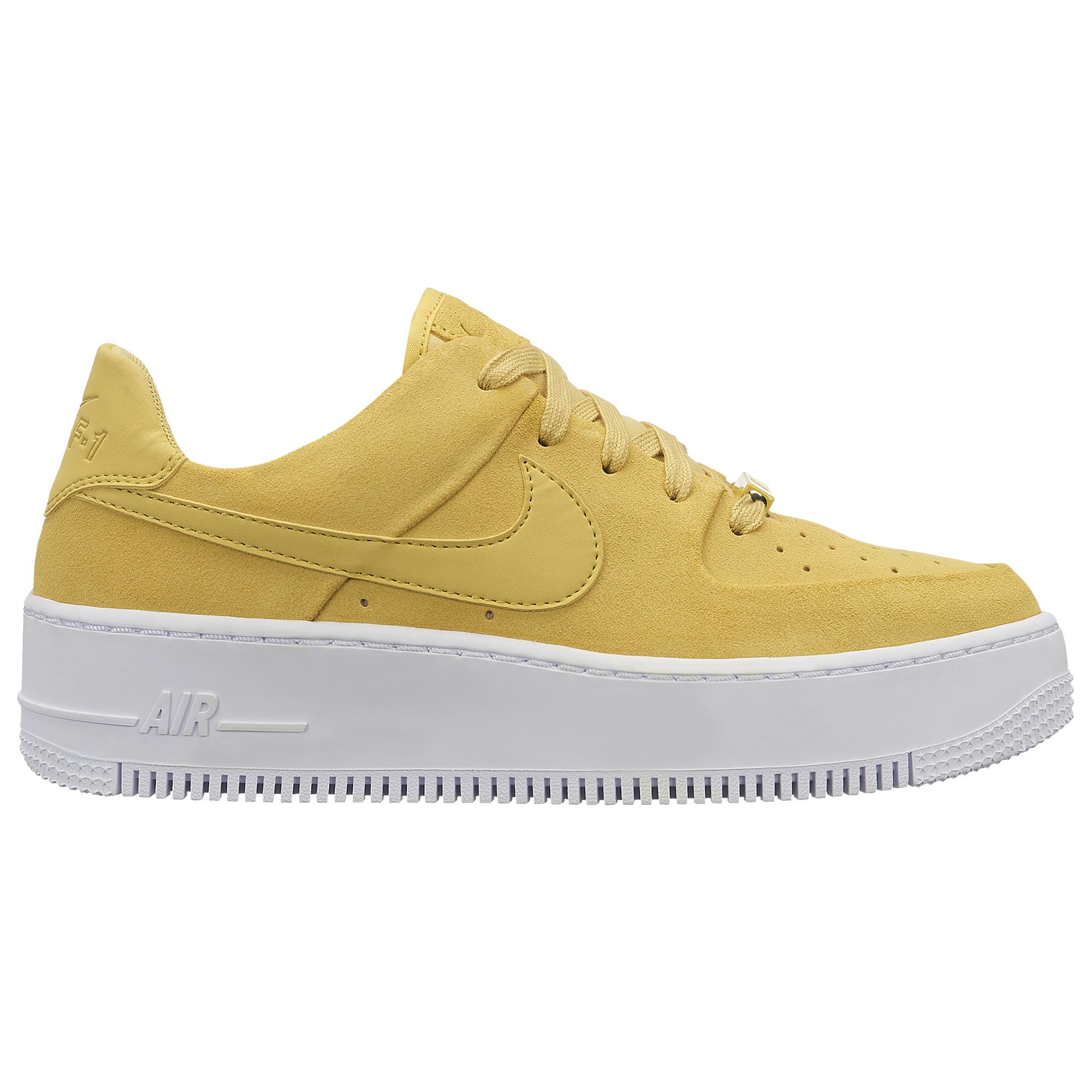 the best attitude e3969 ae36c Nike. Women s White Air Force 1 Sage Low