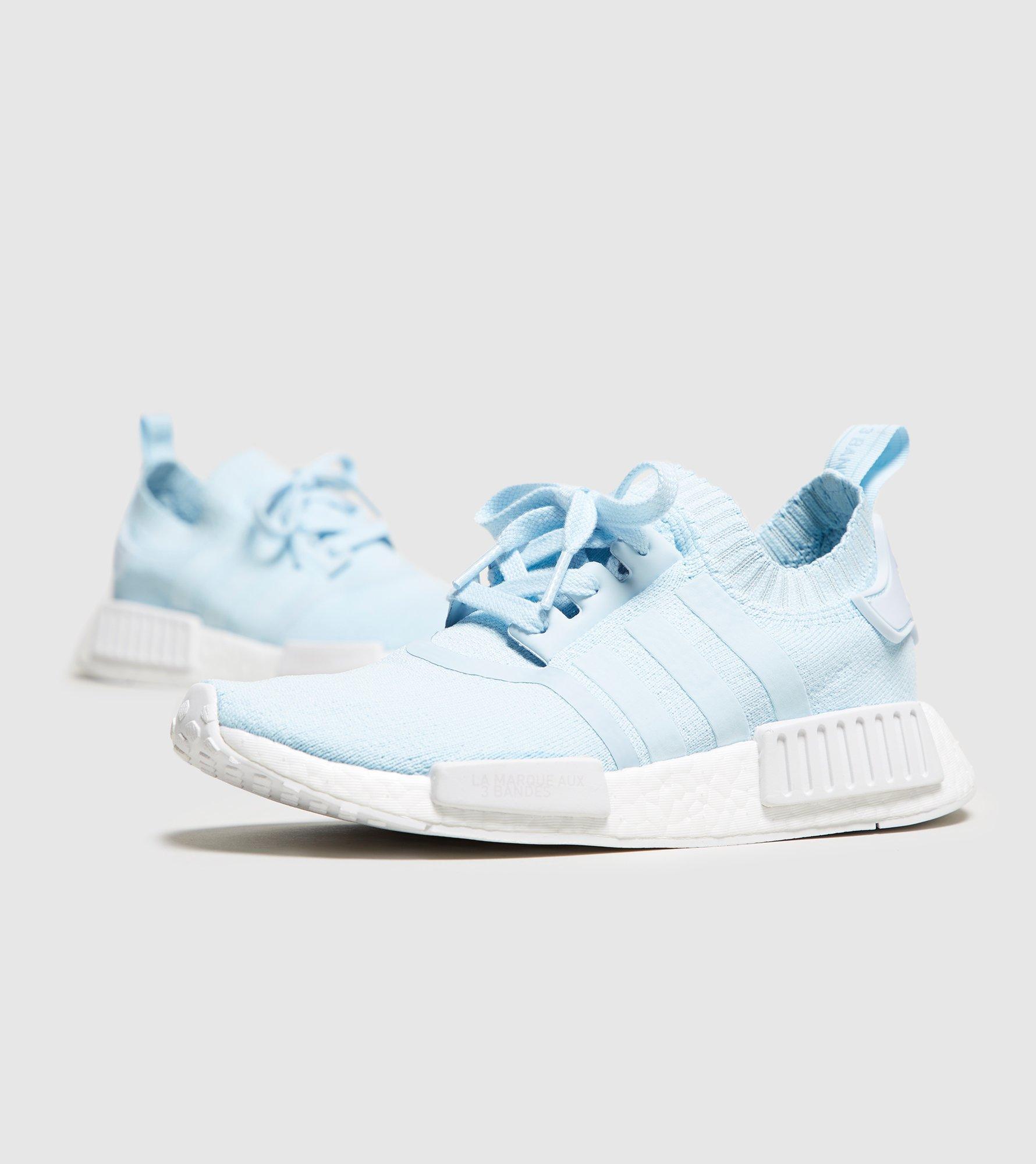 Adidas Originali Nmd R1 Scarpe Da Ginnastica In Blu Pallido In Blu Lyst