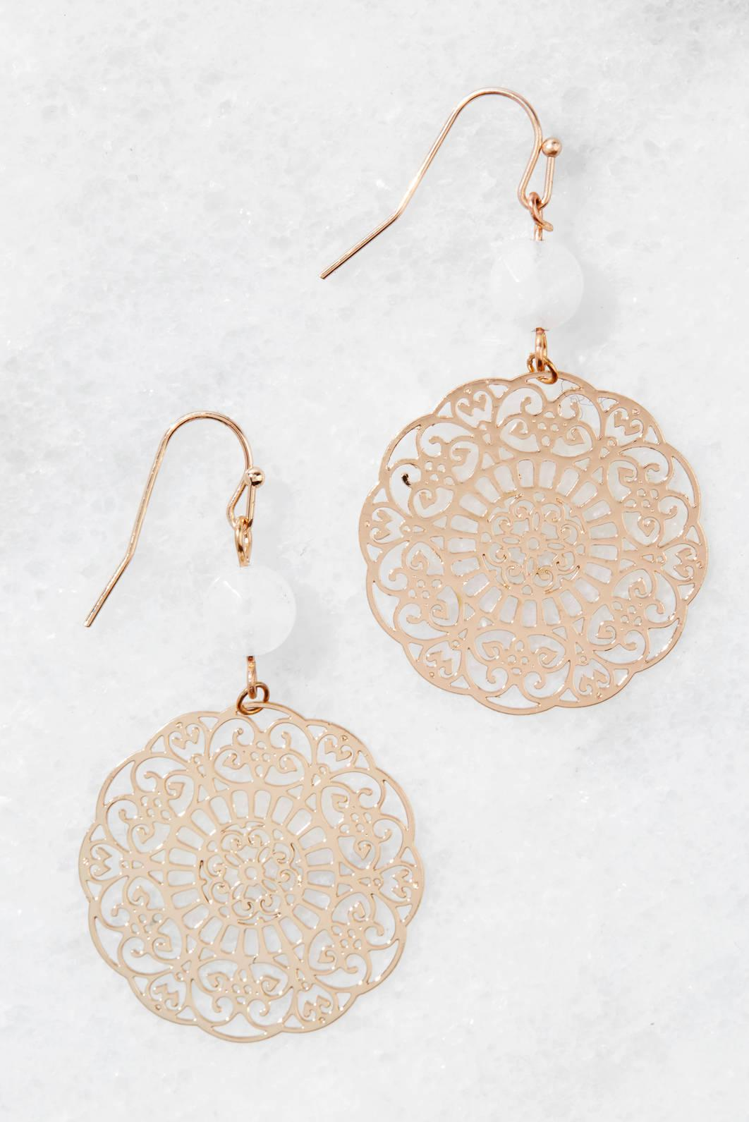 South Moon Under Filigree Disc Earrings Gold vaFaM
