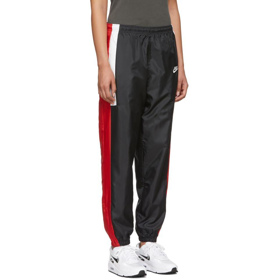 8156b73b54cf0 Pantalon de survetement noir et rouge NSW Re-Issue Nike en coloris ...