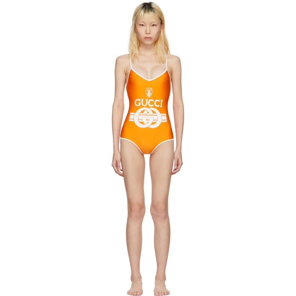 e5b5c63368ed36 Lyst - Maillot de bain orange et blanc casse Logo Crest Gucci en ...