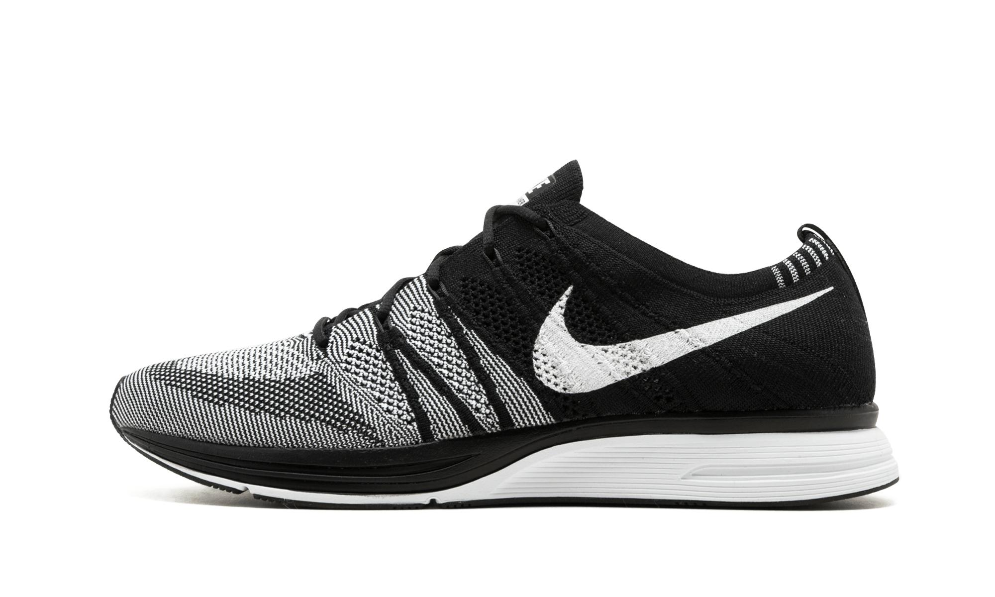 13ea2f0069f Nike Flyknit Trainer in Black - Save 36% - Lyst