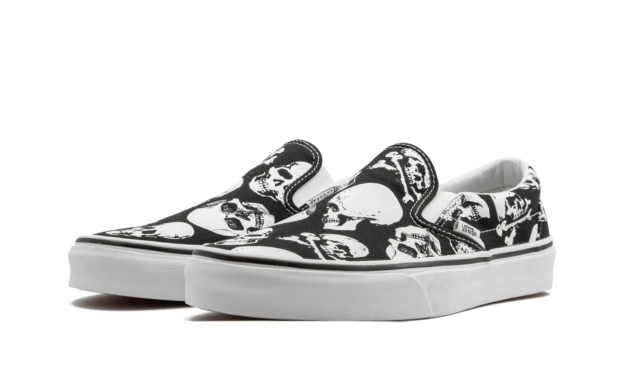 Lyst - Vans Classic Slip-on (skulls) in Black for Men bdfb7ad71