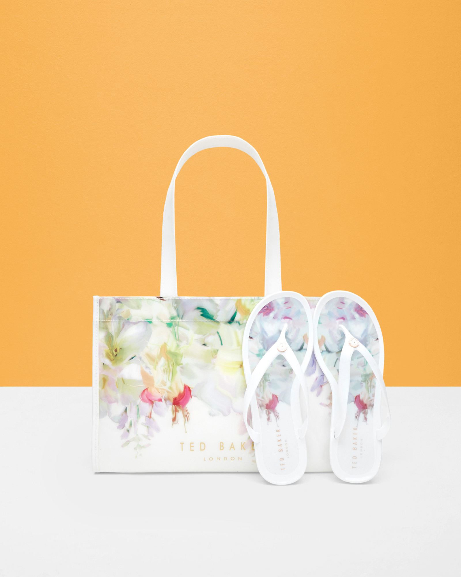 b7f5c7234 Ted Baker Hanging Gardens Flip Flop And Bag Set in White - Lyst