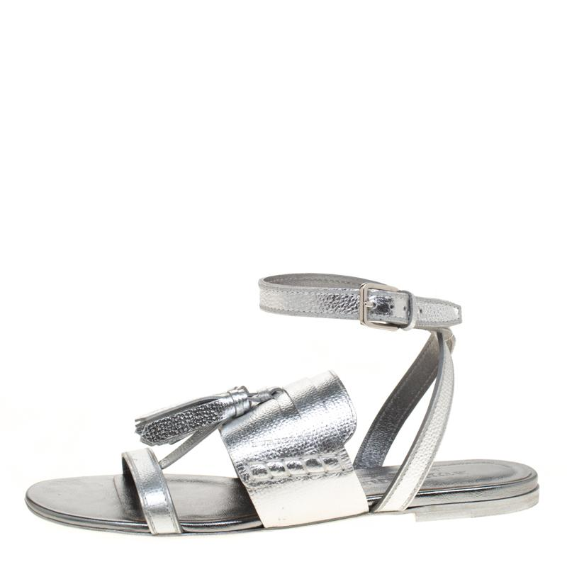 5fbacada1dc4 Lyst - Burberry Leather Flats in Metallic - Save 3%