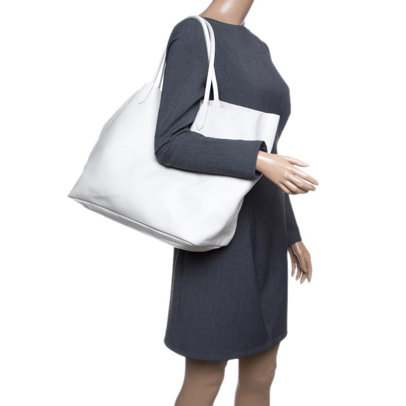 abd1f39ca99d Givenchy - White Off Leather Large Antigona Shopping Tote - Lyst. View  fullscreen