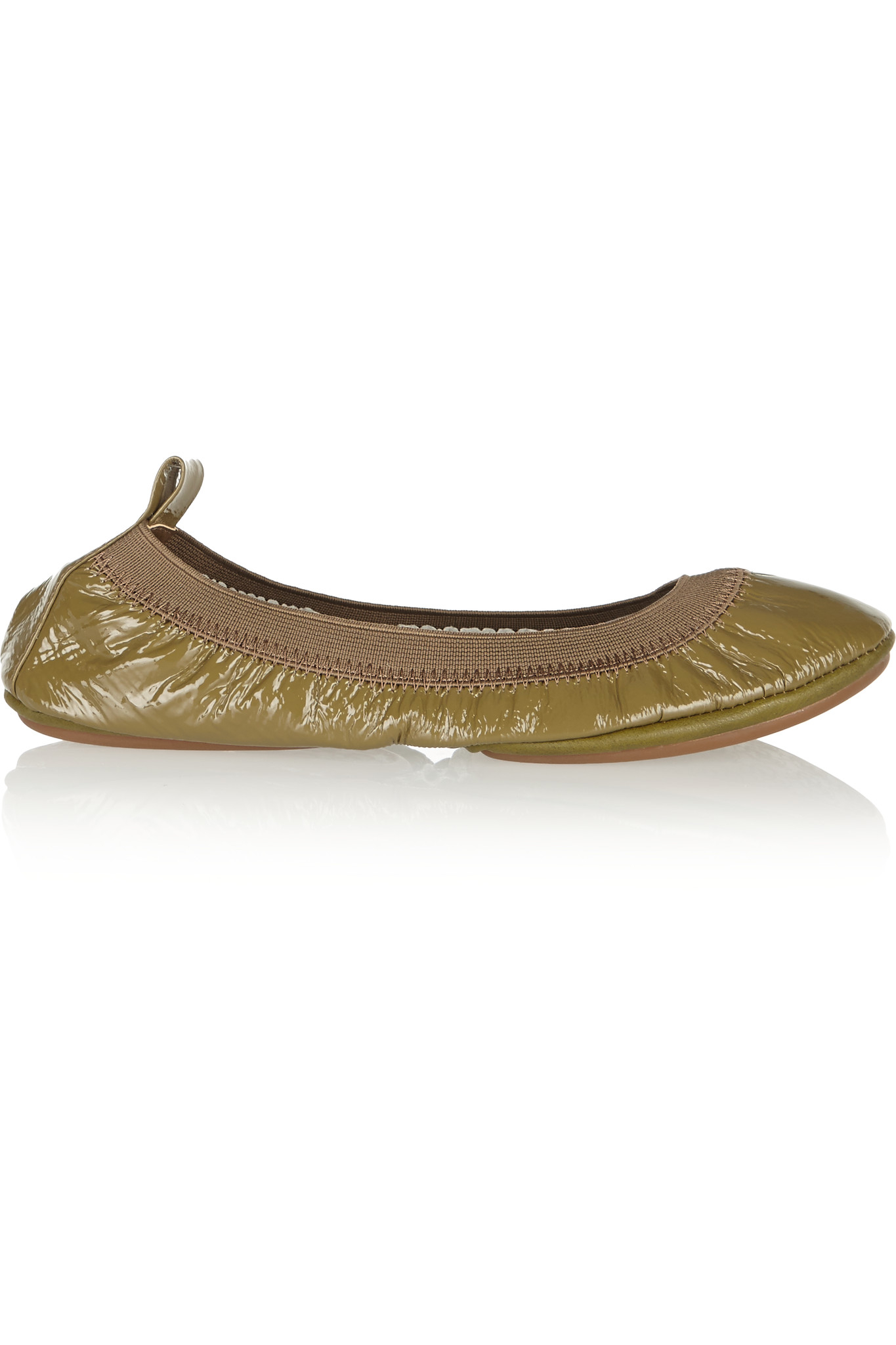 Fold-up ballet flats are a wonderful choice of footwear, very versatile and easy to wear. The comfort offered by these flexible flat shoes make them a great option for walking to work in. They can simply be folded up and placed in a purse when not in use.