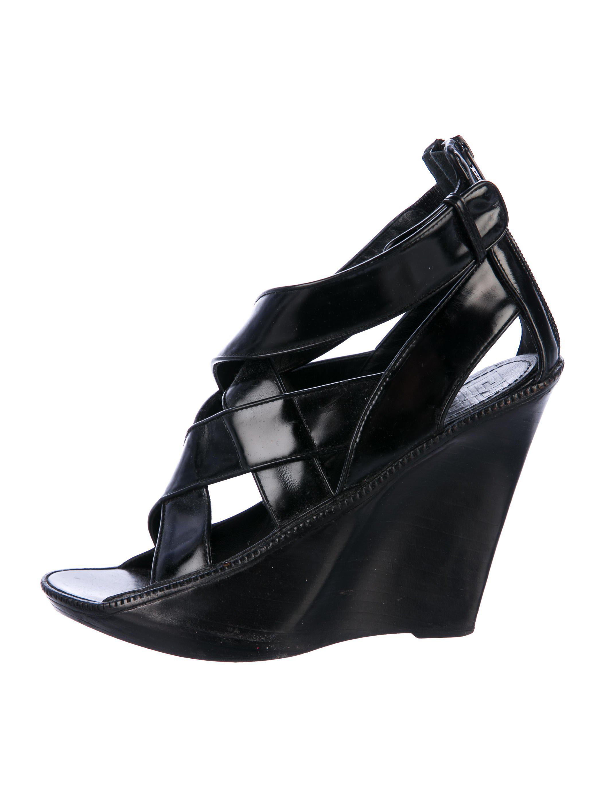 0921e0ce343 Lyst - Givenchy Leather Cutout Sandals in Black