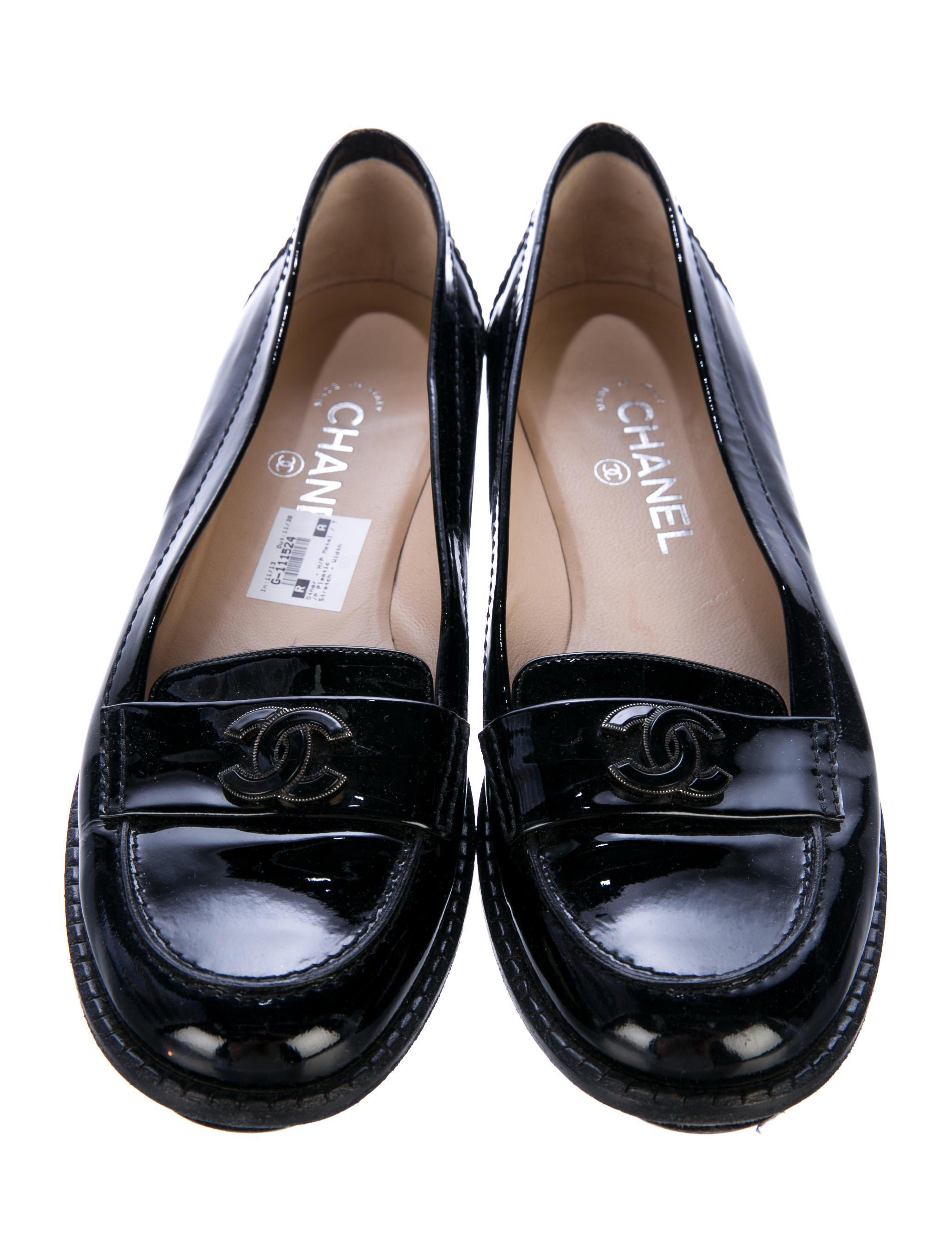 e69eacc1113 Lyst - Chanel Patent Leather Cc Loafers in Black