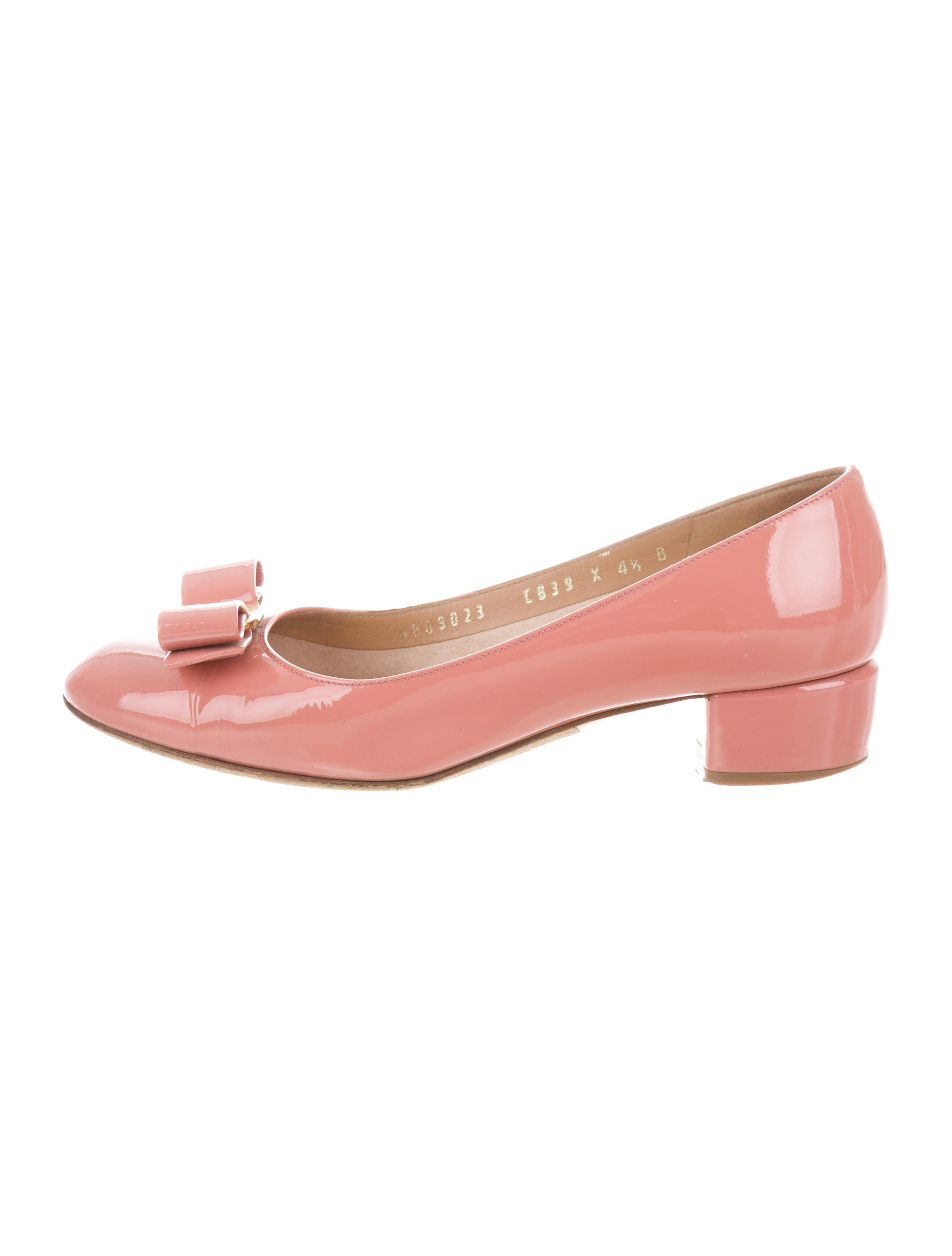 d73a581e7fe Lyst - Ferragamo Patent Leather Vara Pumps in Pink