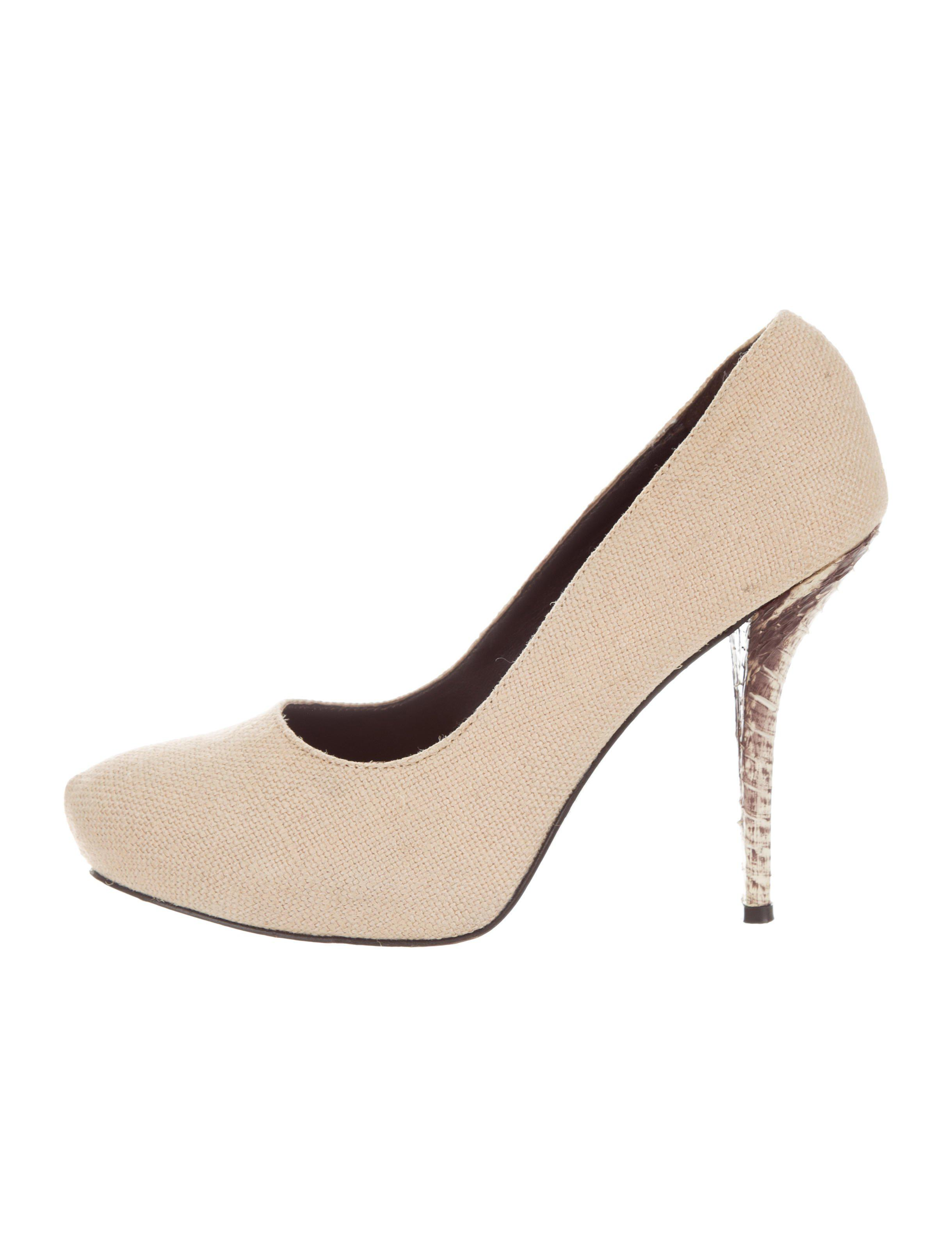 5935c55534a2 Lyst - Elizabeth And James Canvas Round-toe Pumps Beige in Natural