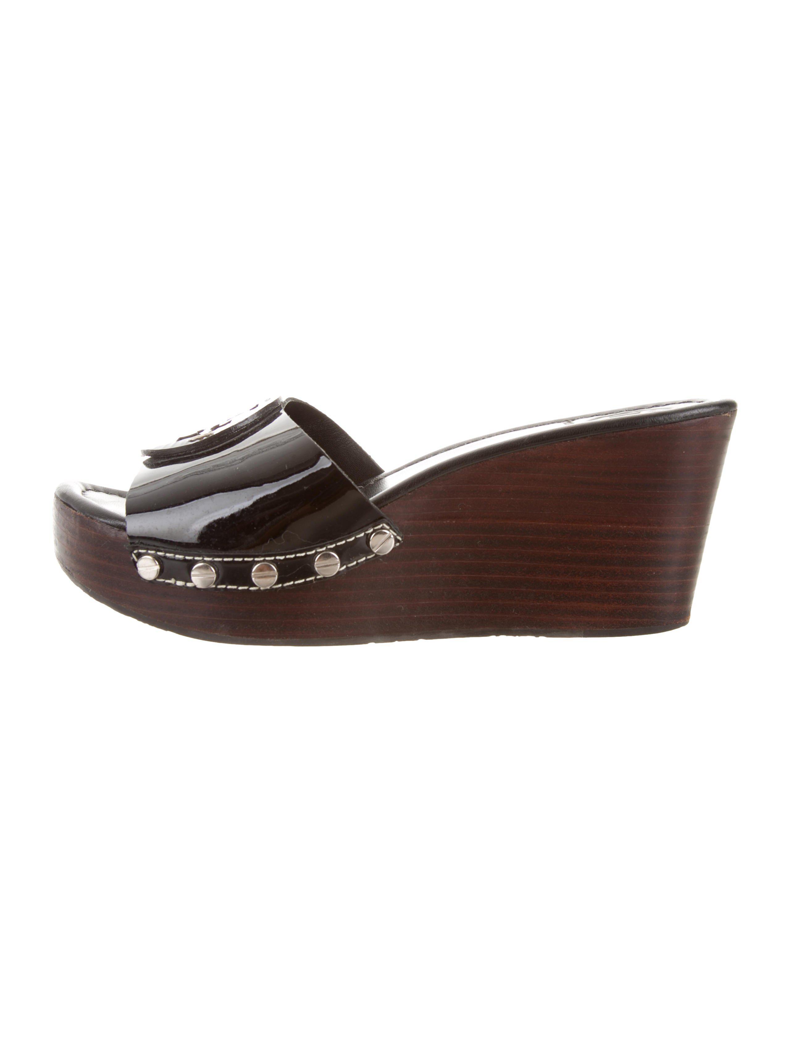 69e337803a4e Lyst - Tory Burch Logo Wedge Sandals in Black