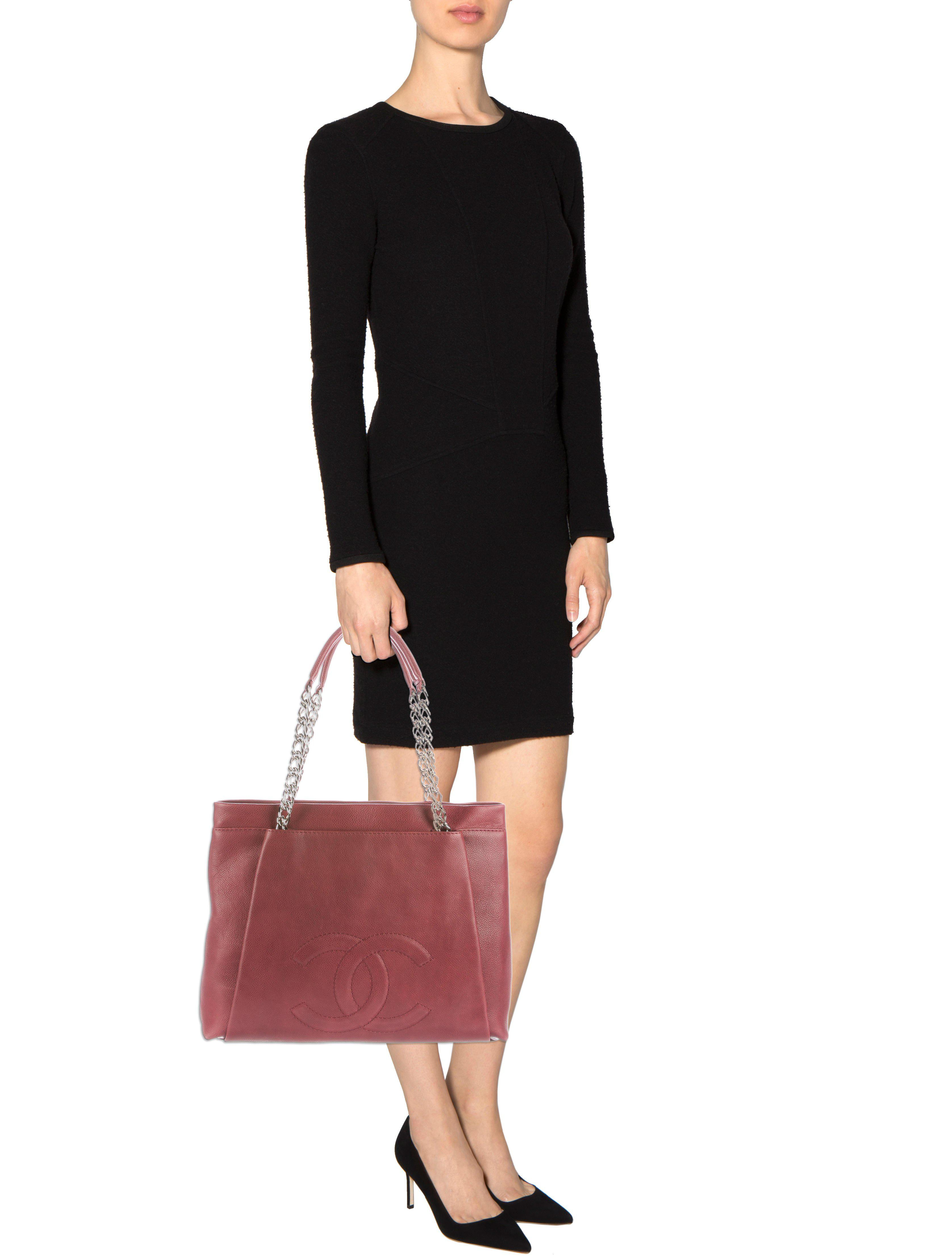 Lyst Chanel Cc Tuck Tote Red In Metallic Gallery