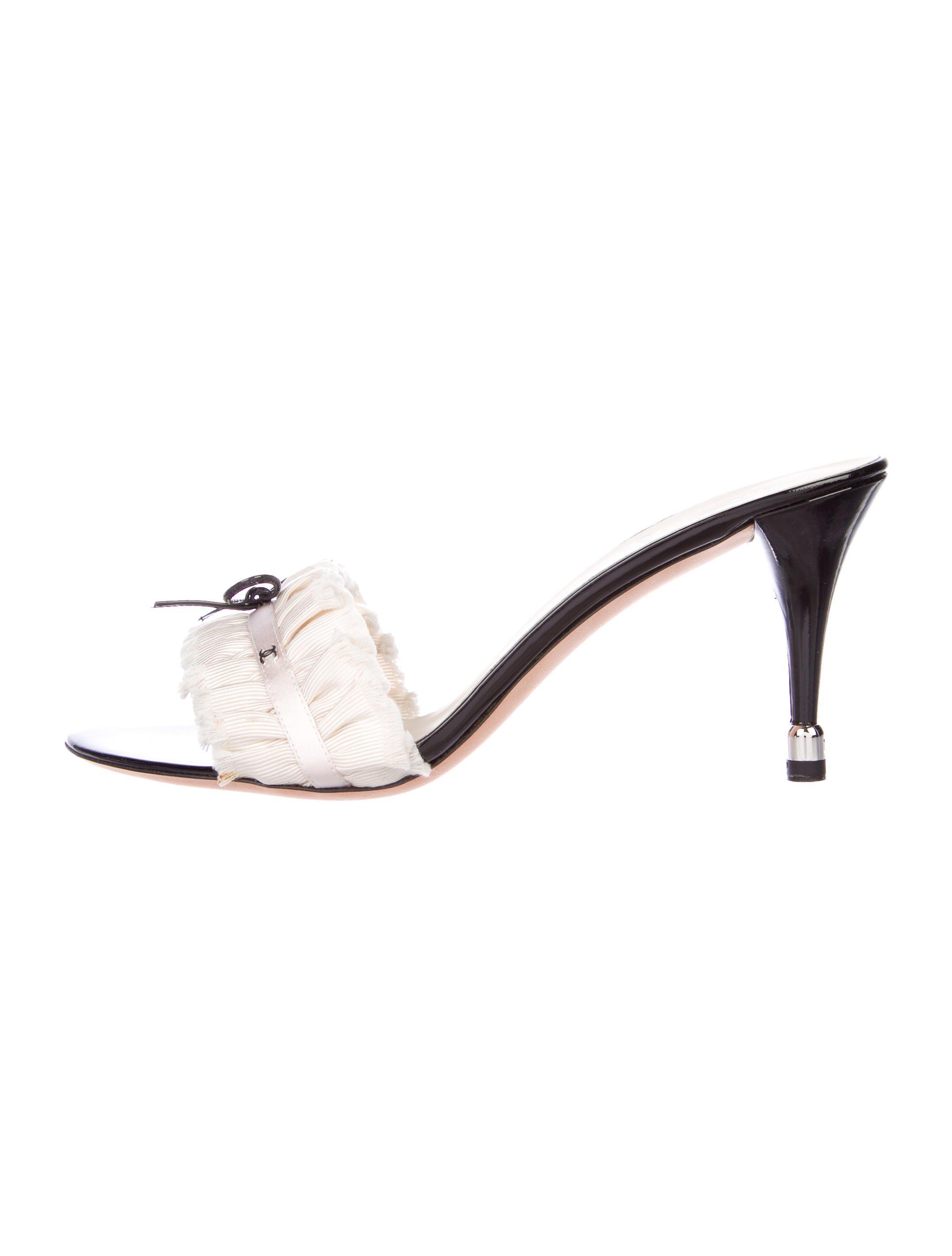 770d574daa4d27 Lyst - Chanel Cc Bow Sandals W  Tags Pink in Metallic