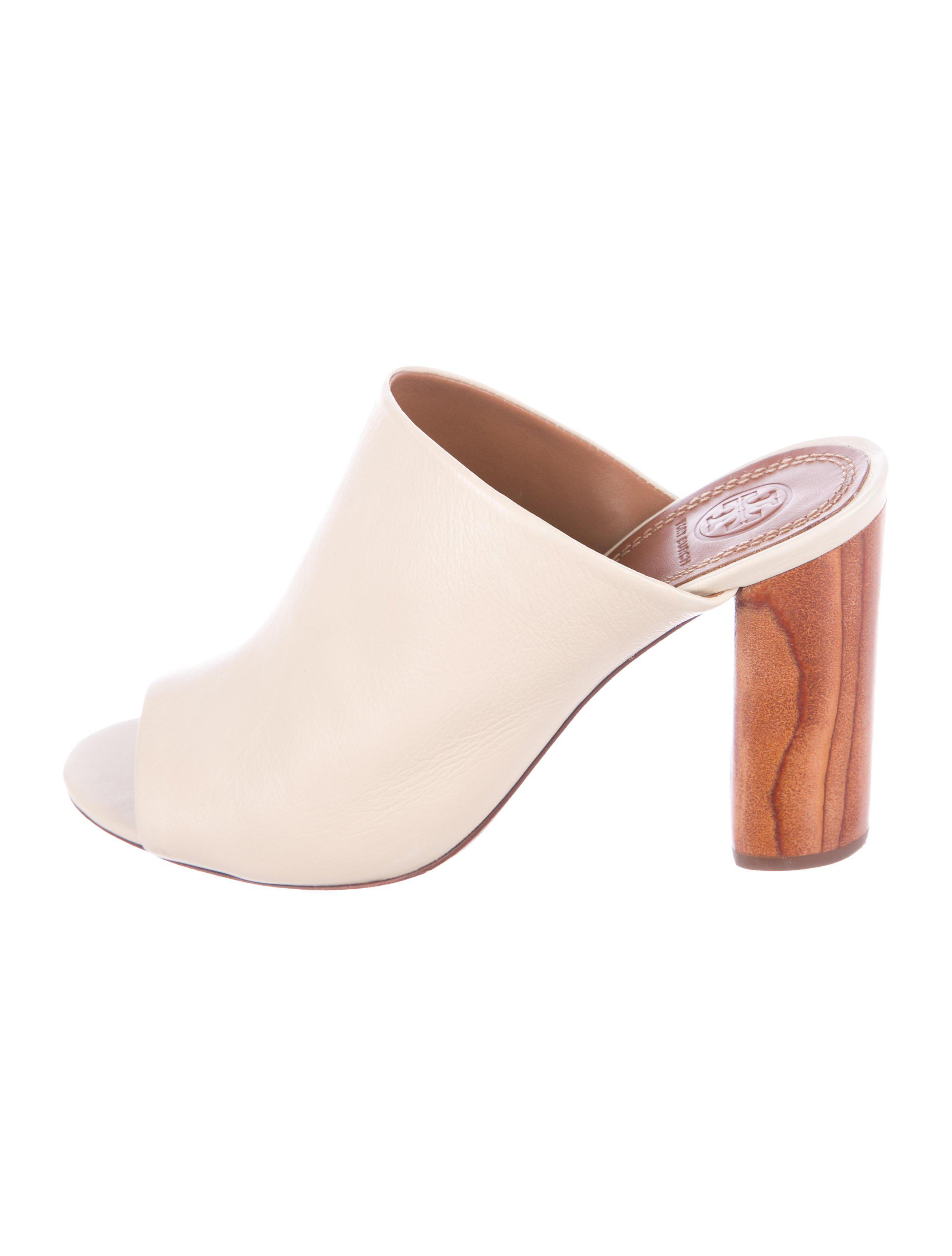 a80fdeaff1b Lyst - Tory Burch Raya Leather Mules Beige in Natural