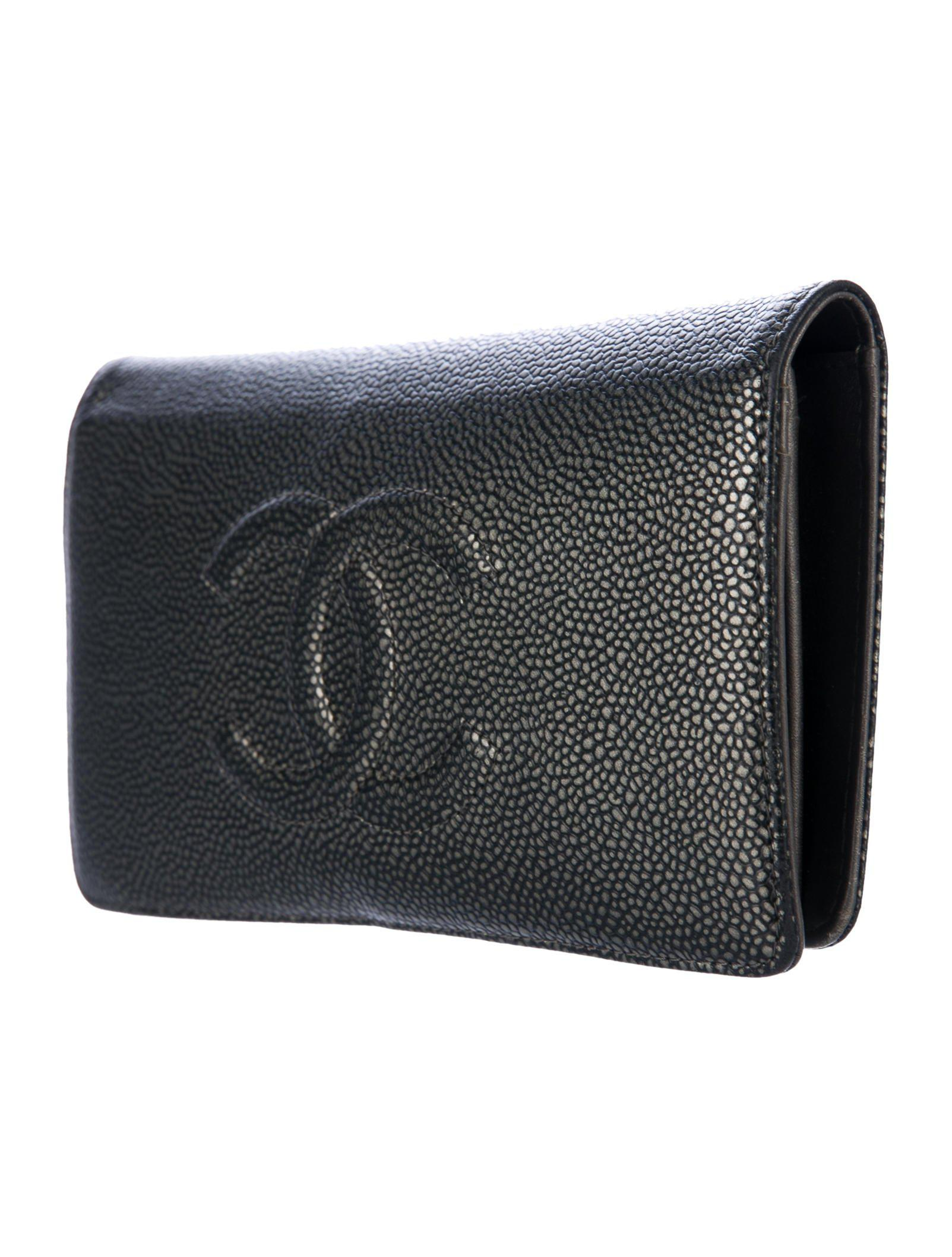 ec5145e76ad0 Lyst - Chanel Caviar Timeless Yen Wallet in Metallic