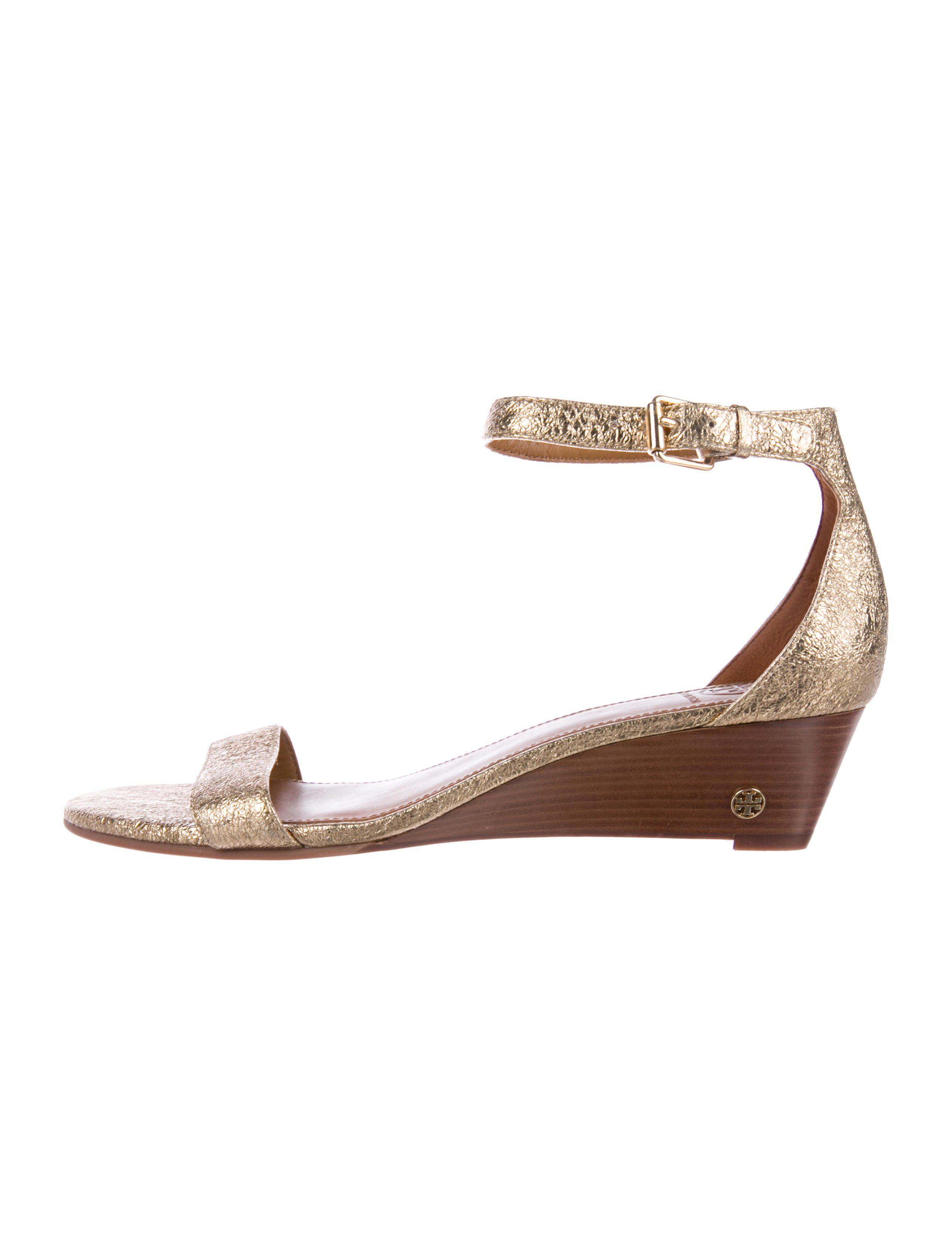 1bc3a6cd6c2 Lyst - Tory Burch Savannah Wedge Sandals in Metallic