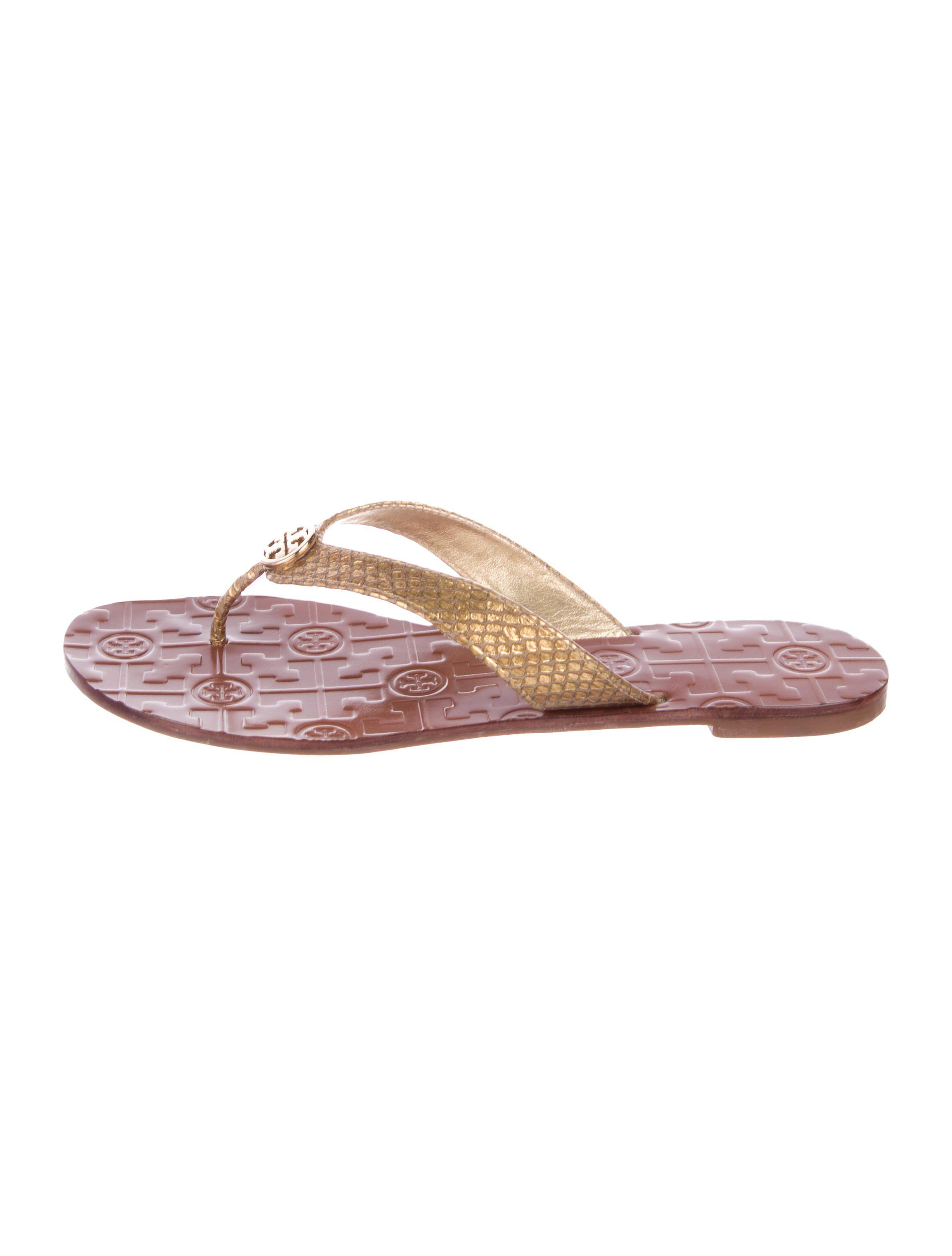 6037b8ee2913d7 Lyst - Tory Burch Embossed Thong Sandals Gold in Metallic