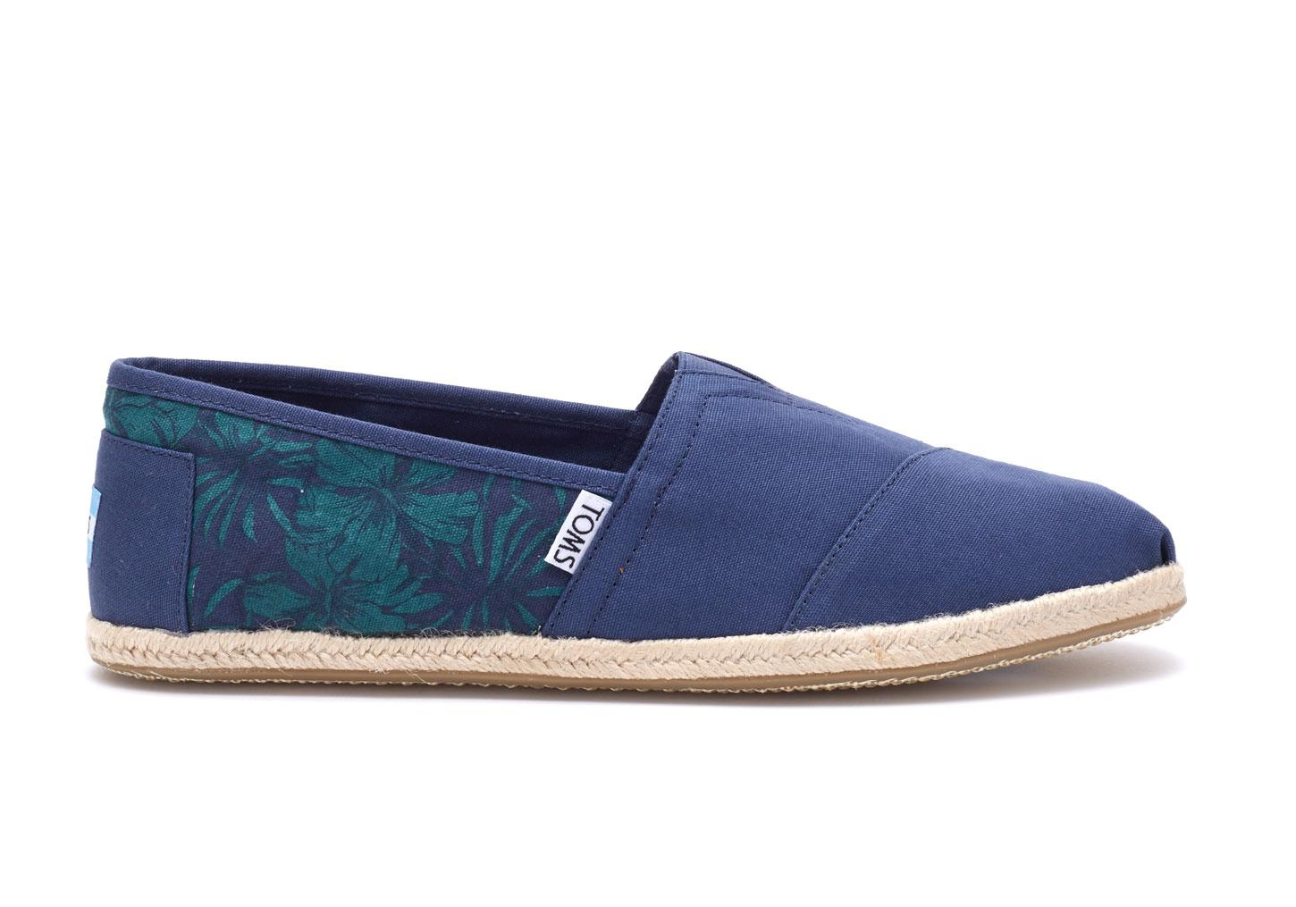 84f1616bbd69 TOMS Navy Hibiscus Canvas Mens Classics in Blue for Men - Lyst