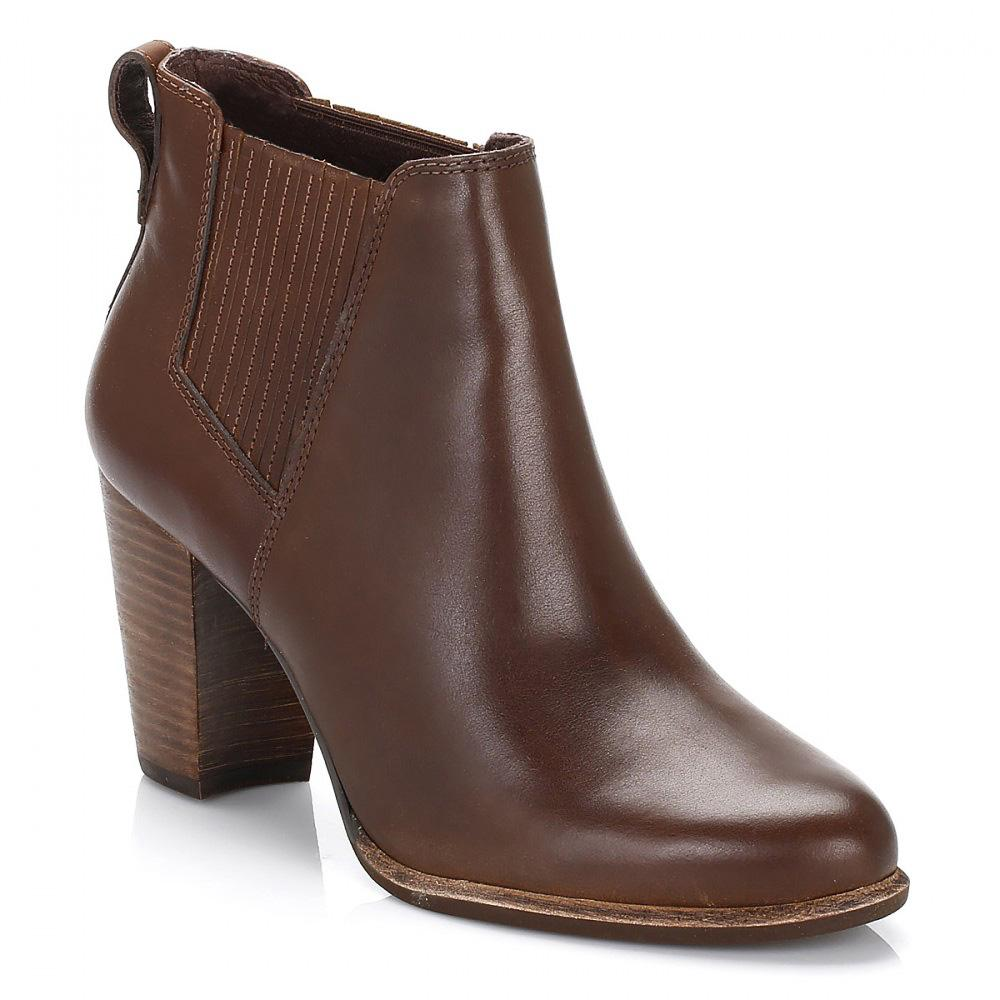 UGG. Ugg Womens Pinecone Brown Poppy Leather Chelsea Boots