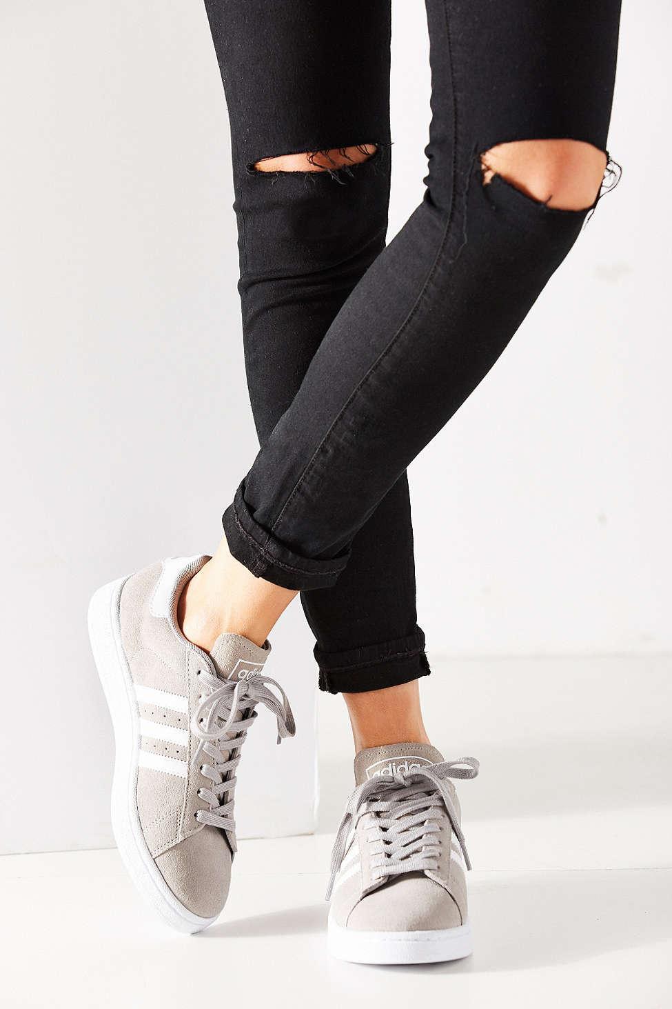 lyst adidas originali campus scarpe da ginnastica in grigio.