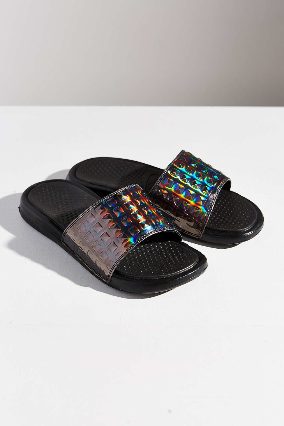 18609ee15b31 Gallery. Previously sold at  Urban Outfitters · Women s Nike Benassi ...
