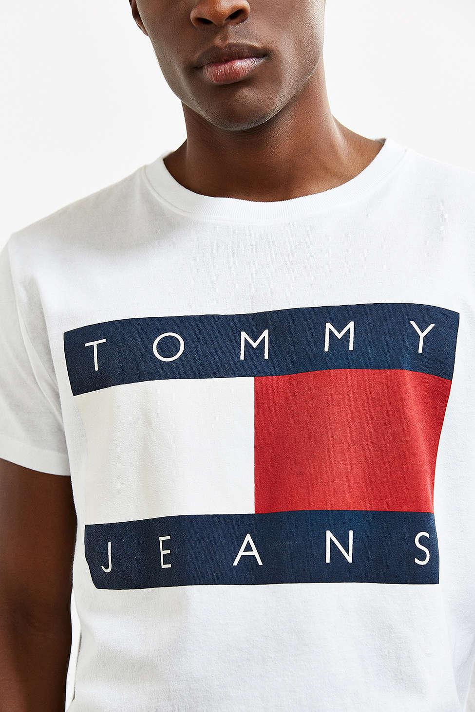 ff37eaf90 Lyst - Tommy Hilfiger Tommy Jeans For Uo  90s Logo Tee in White for Men