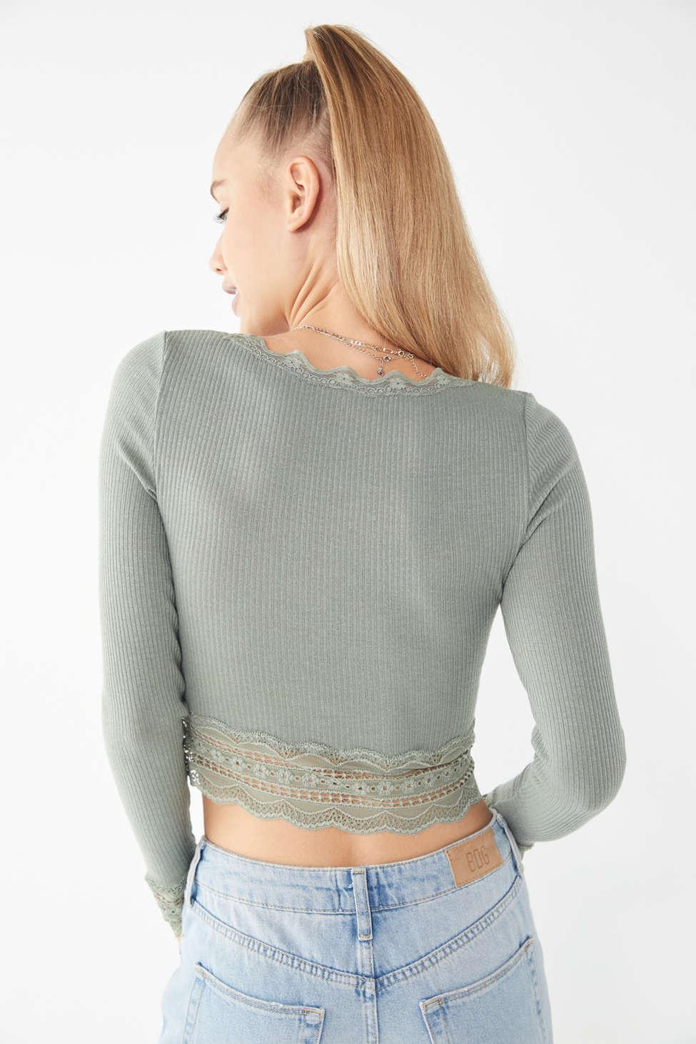 c8a5312c6ab56c Lyst - Urban Outfitters Uo Dame Embroidered Scoop-neck Cropped Top ...