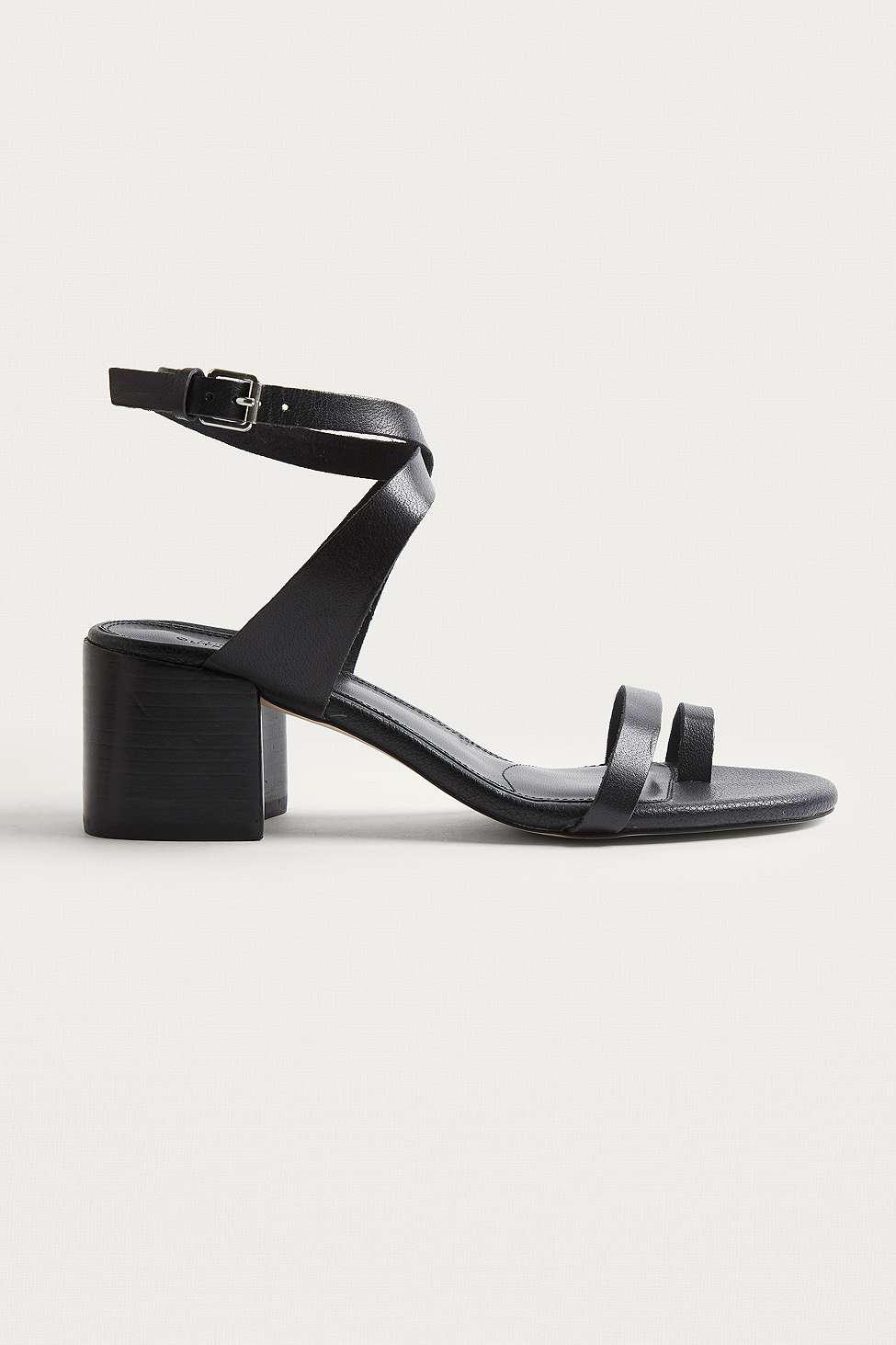 8d58bbf32 Urban Outfitters Uo Halle Toe Loop Sandals - Womens Uk 8 in Black - Lyst