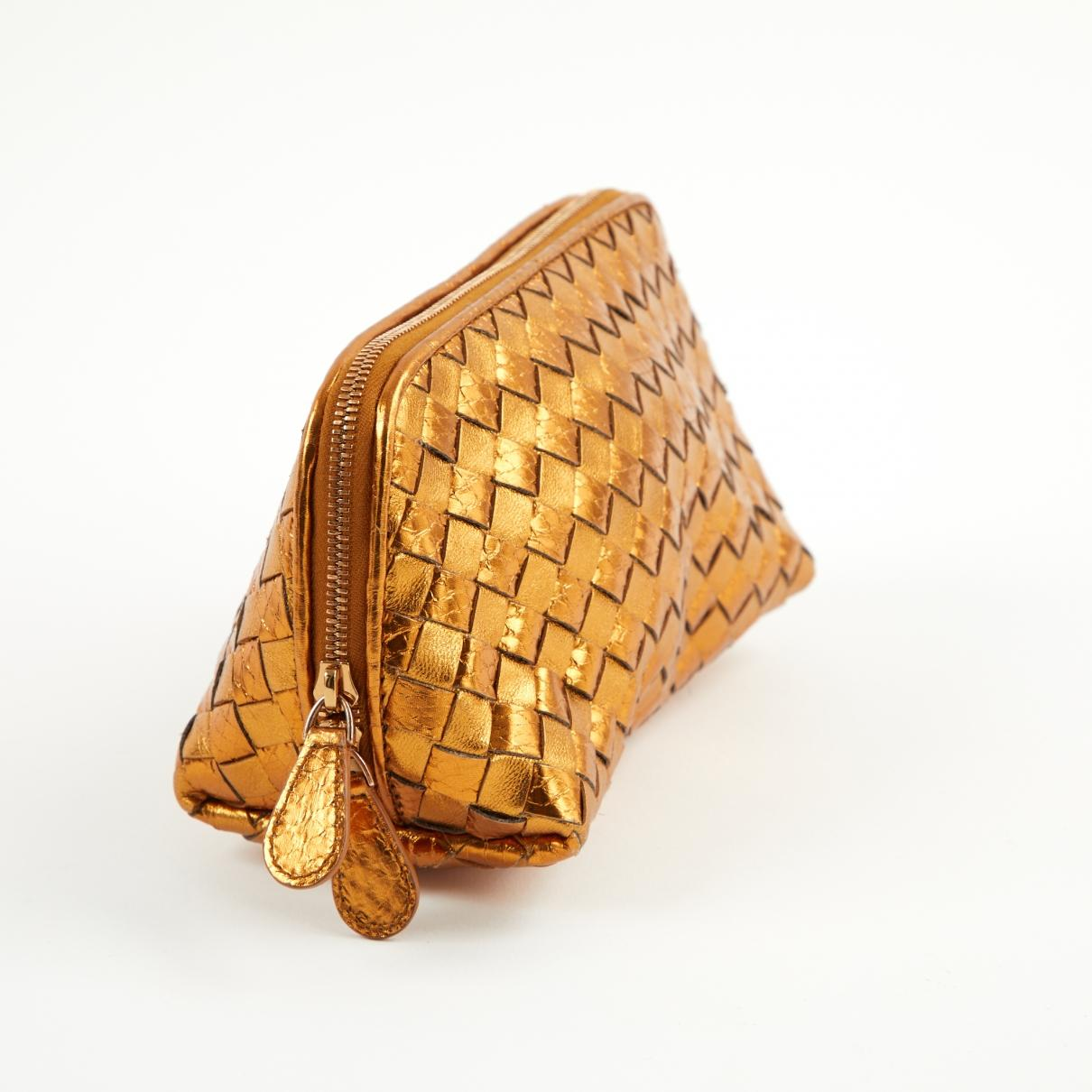 eb7364ba16 Bottega Veneta - Metallic Pre-owned Gold Leather Clutch Bags - Lyst. View  fullscreen