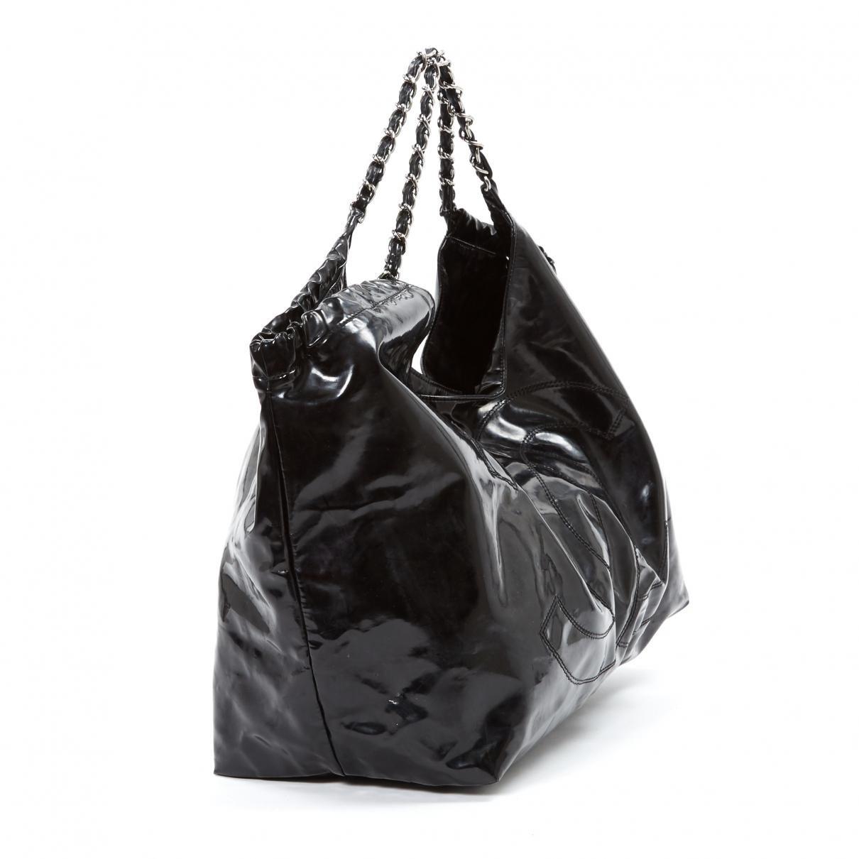 294957d7af Sac à main Coco Cabas en cuir verni Chanel en coloris Noir - Lyst