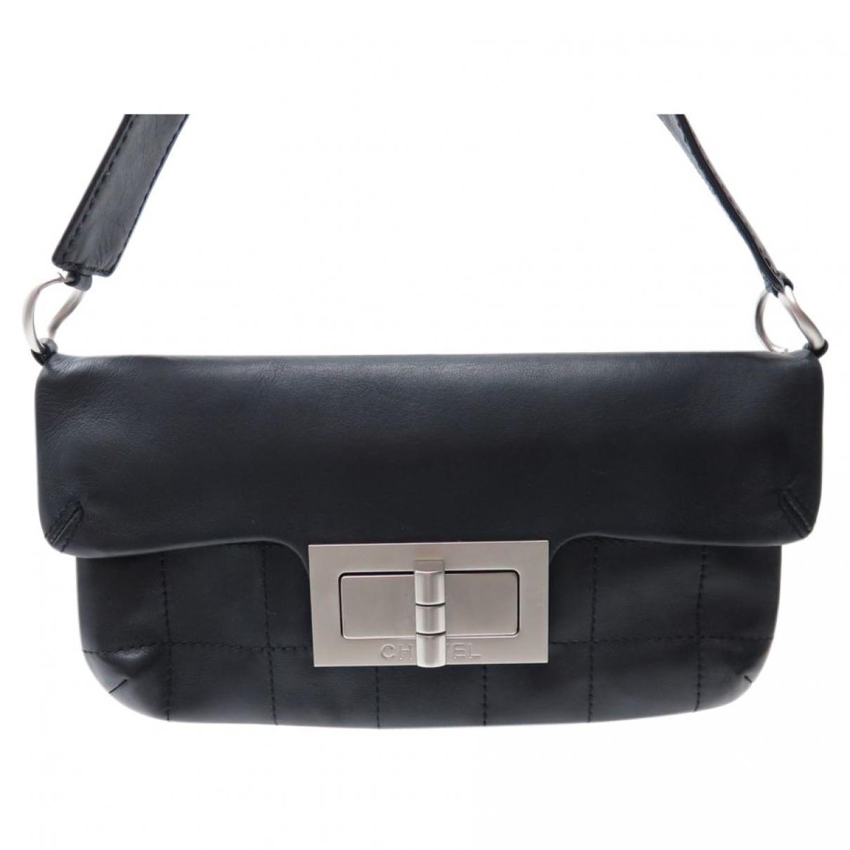 a07e61fcf63 Lyst - Sac bandoulière Mademoiselle en cuir Chanel en coloris Noir