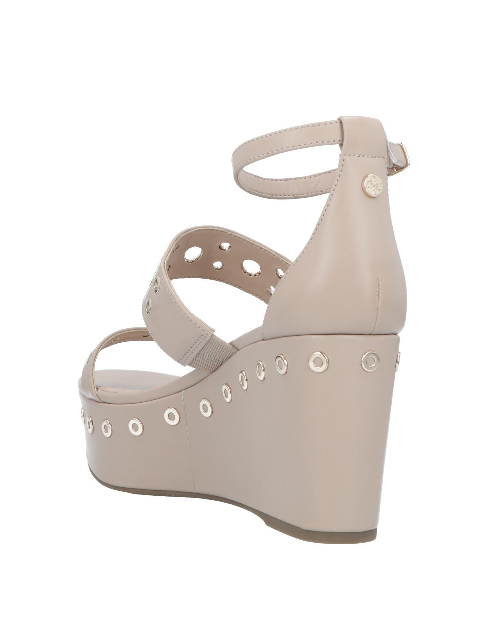 bcc90cd8a68053 Lyst - Guess Sandals
