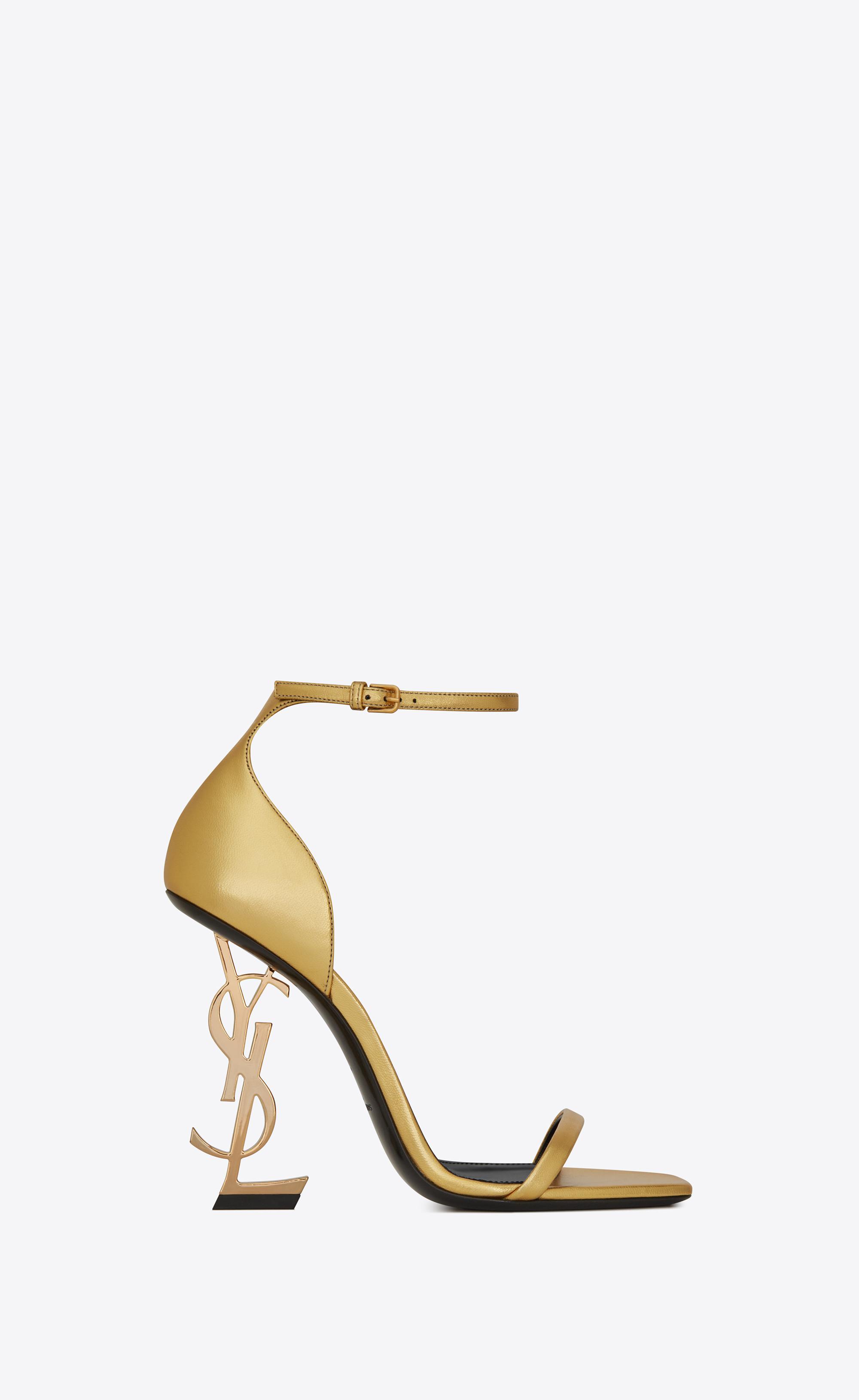 c07e2f2f7453 Lyst - Opyum sandales en cuir lisse et talon doré Saint Laurent en ...